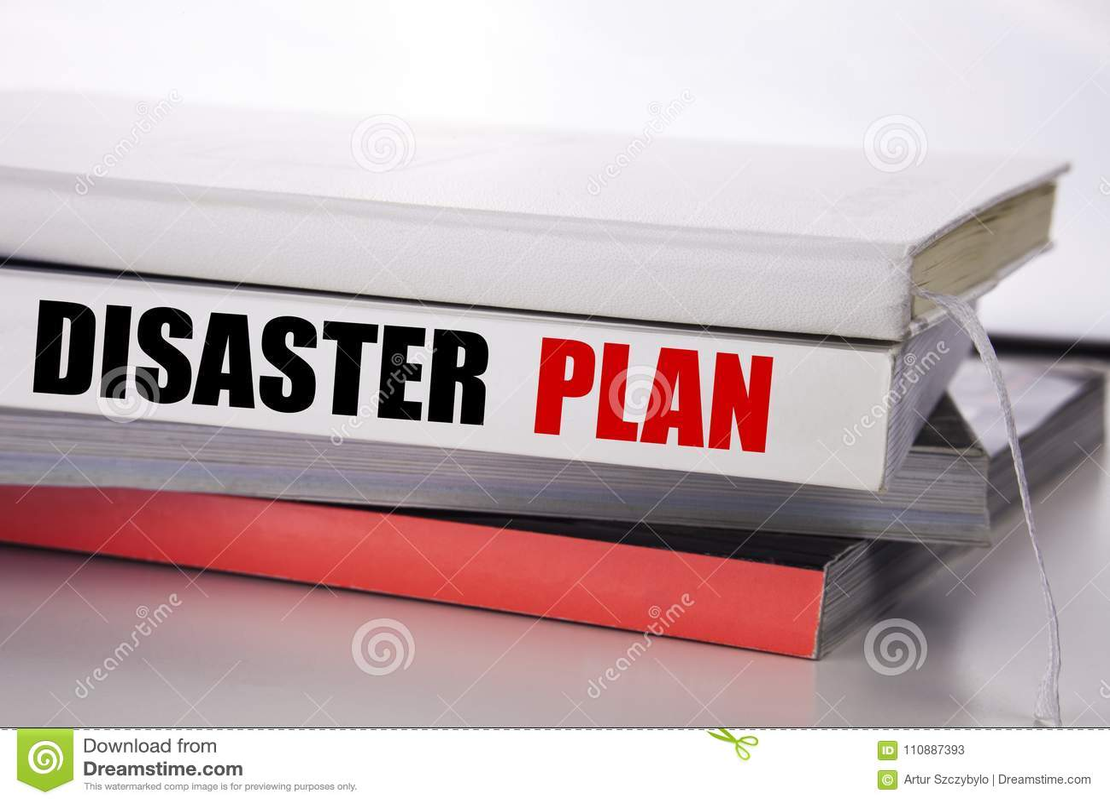 Texte d écriture montrant le plan de catastrophe Concept d affaires pour la récupération de secours écrite sur le livre sur le fo