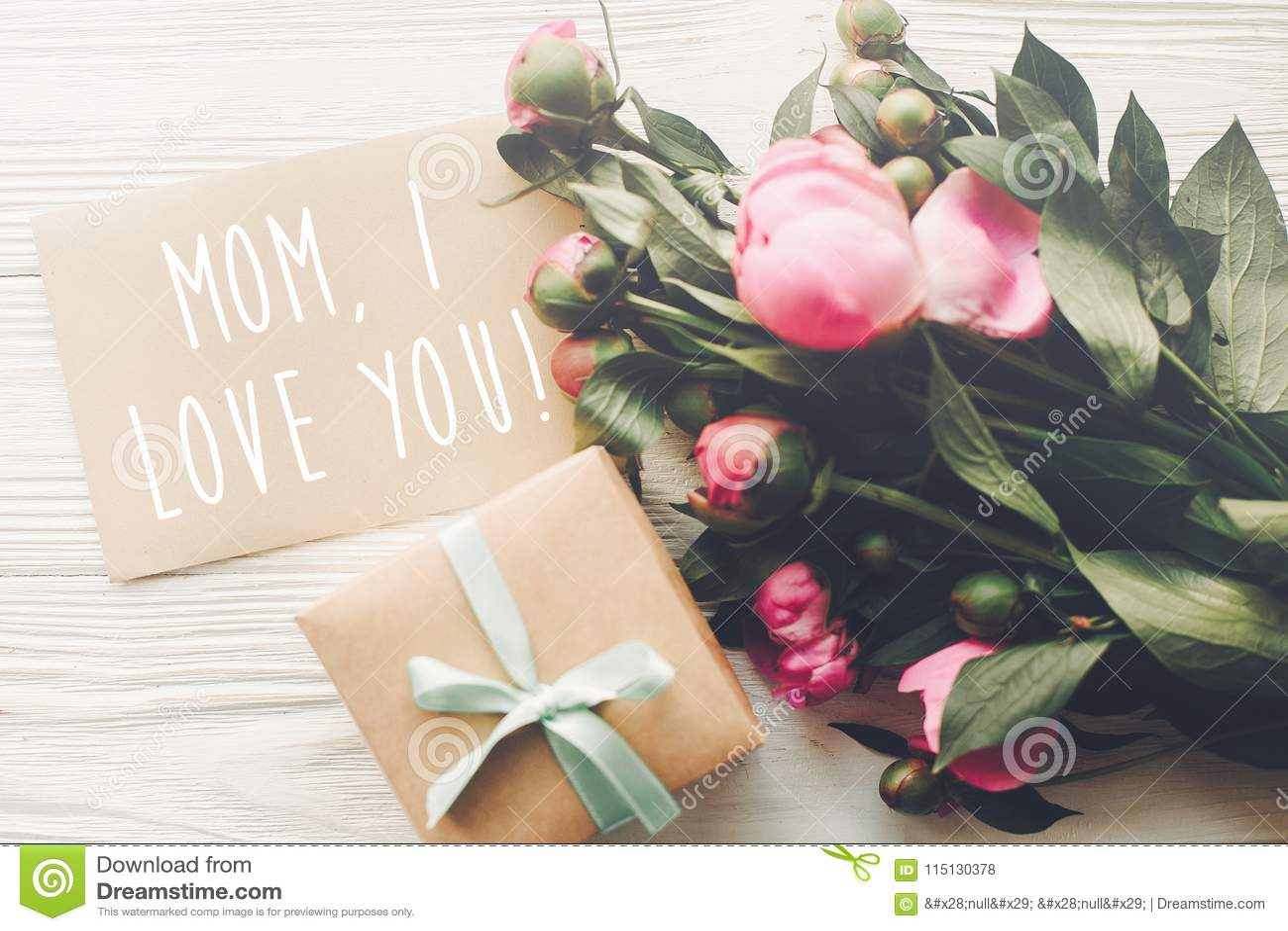 Texte De Maman Je Taime Sur La Carte De Métier Et Bouquet