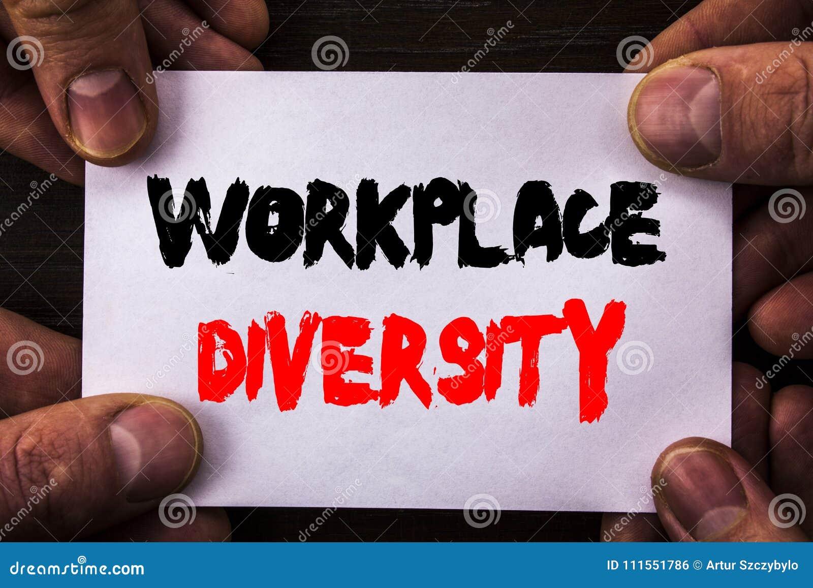 Texto conceptual da escrita da mão que mostra a diversidade do local de trabalho Conceito global da cultura empresarial do signif