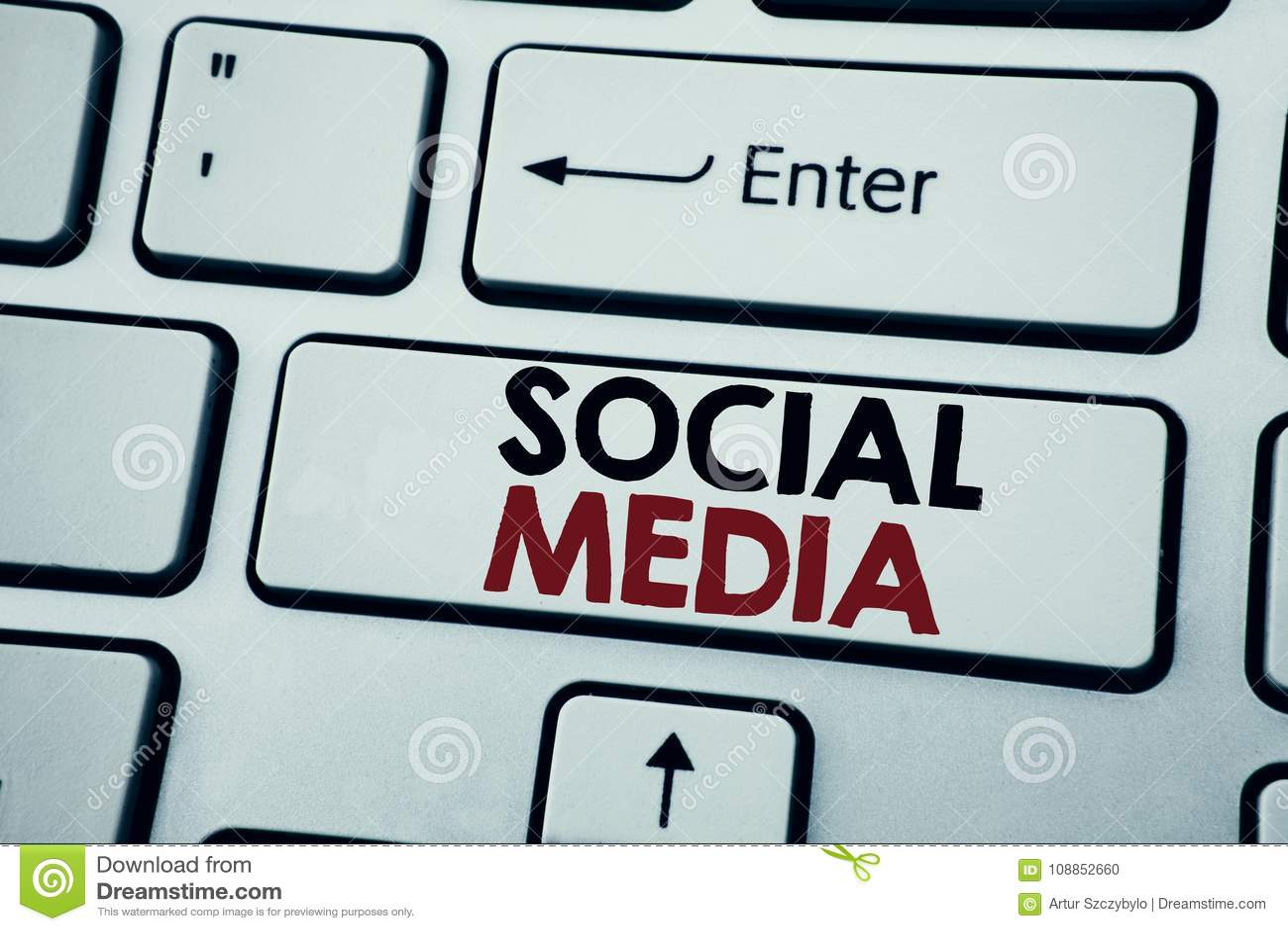 Texto da escrita que mostra meios sociais Conceito do negócio para os meios sociais da comunidade escritos na chave de teclado br