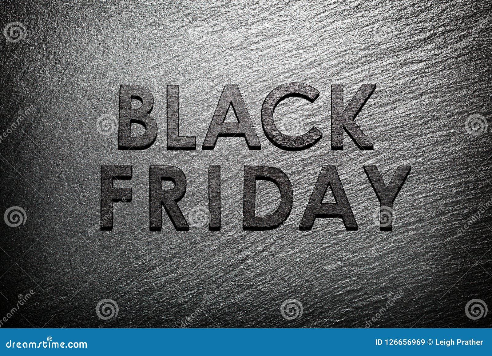 Texto de Black Friday na ardósia preta