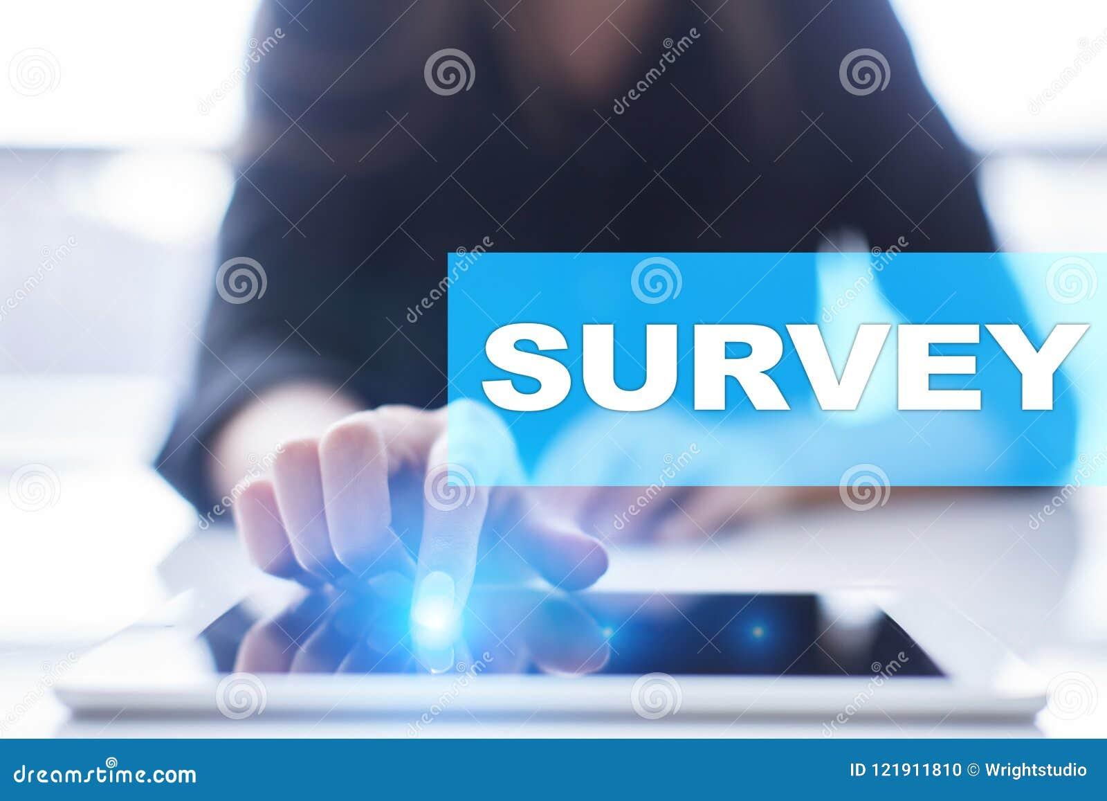 Texto de la encuesta en la pantalla virtual Reacción y certificados de los clientes Internet del negocio y concepto de la tecnolo