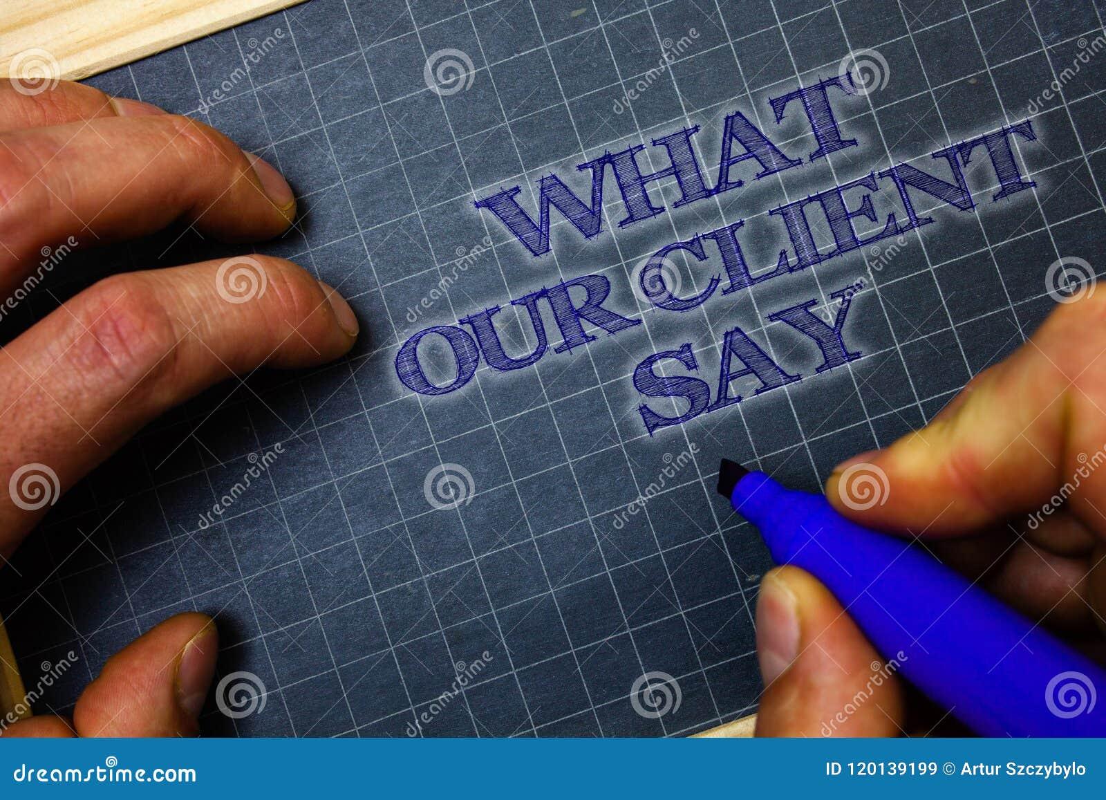 Texto de la escritura qué nuestro cliente dice Reacción u opinión de clientes del significado del concepto sobre el fondo azul GR