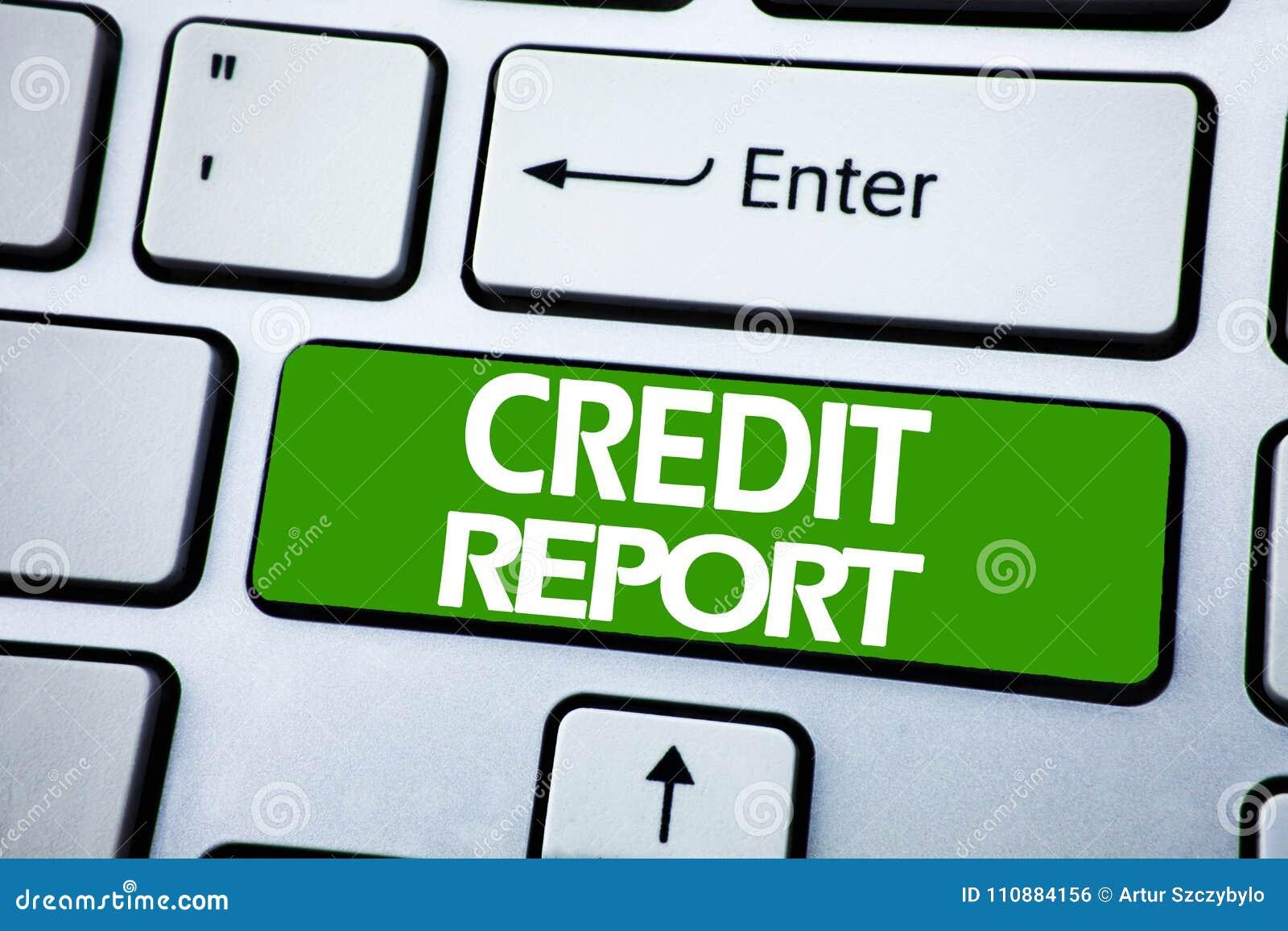 Texto del aviso de la escritura que muestra informe de crédito Concepto del negocio para el control de la cuenta de las finanzas