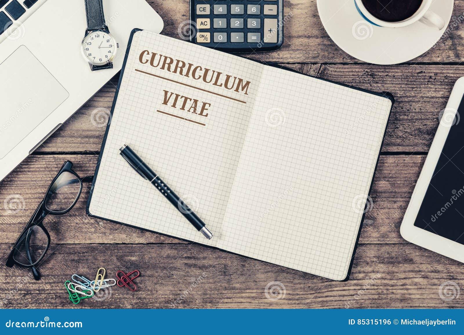 Texto Del Curriculum Vitae En El Cuaderno De Notas, Escritorio De ...