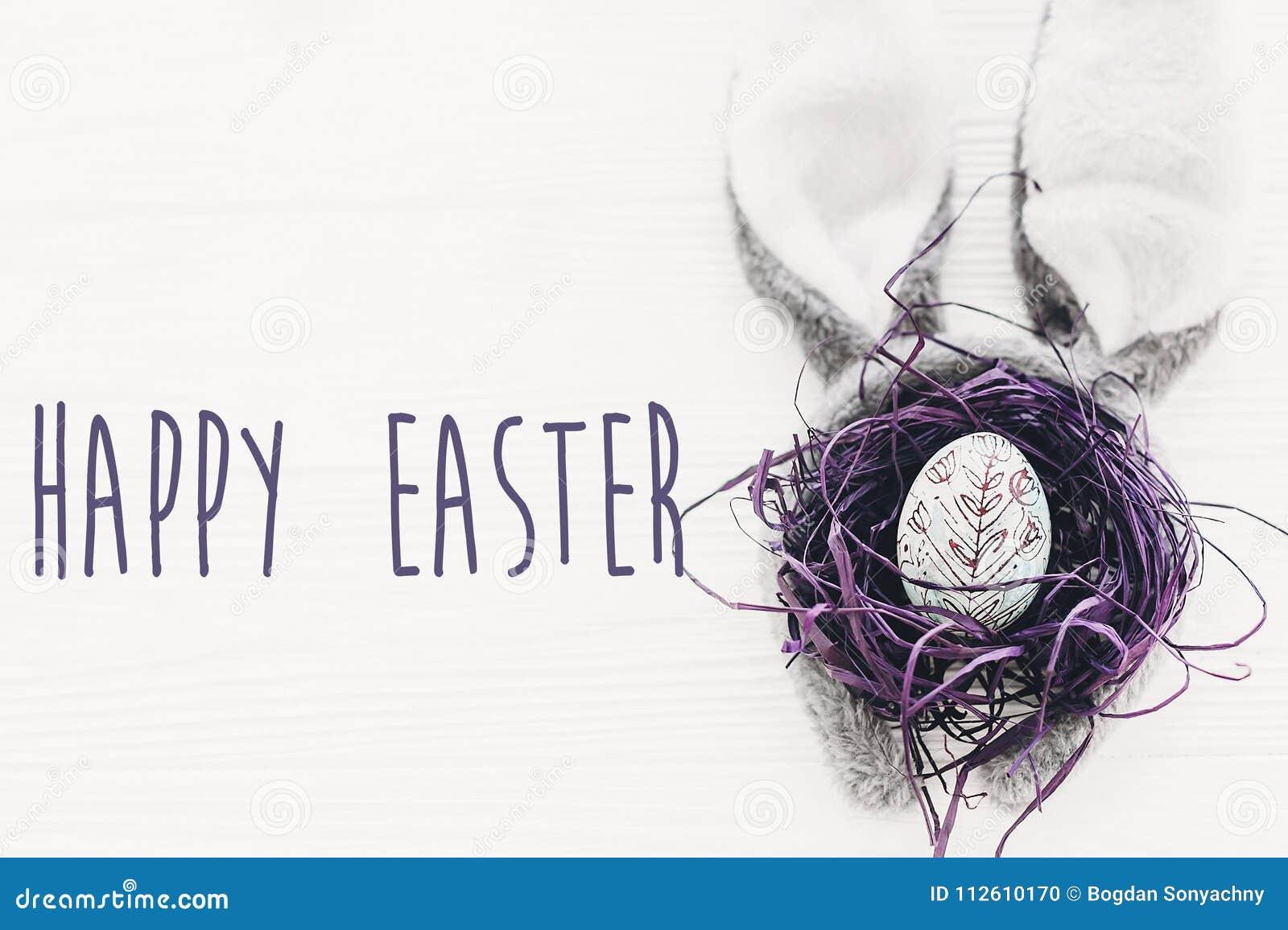 Texto feliz de pascua Tarjeta de felicitaciones del ` s de la estación oídos y agujas del conejito