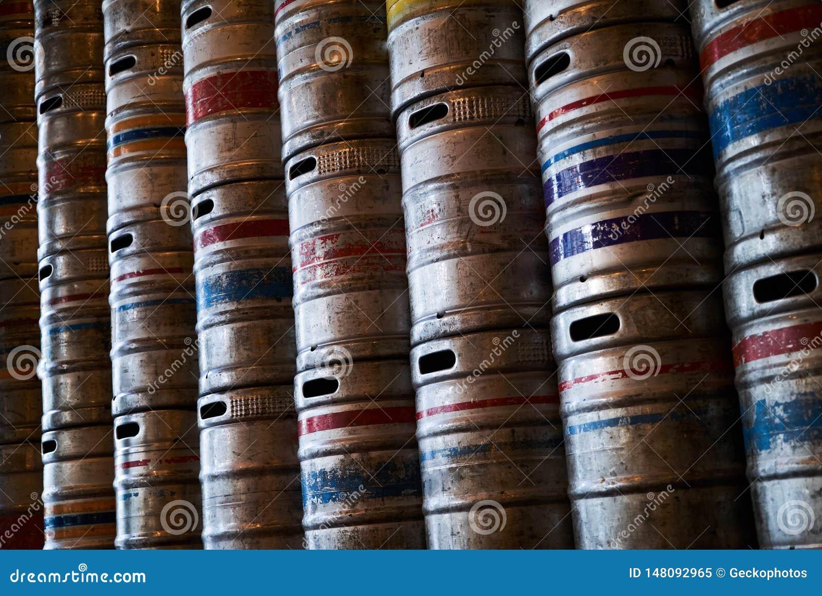 Textur för bakgrund för vägg för stålöltrummor, närbild