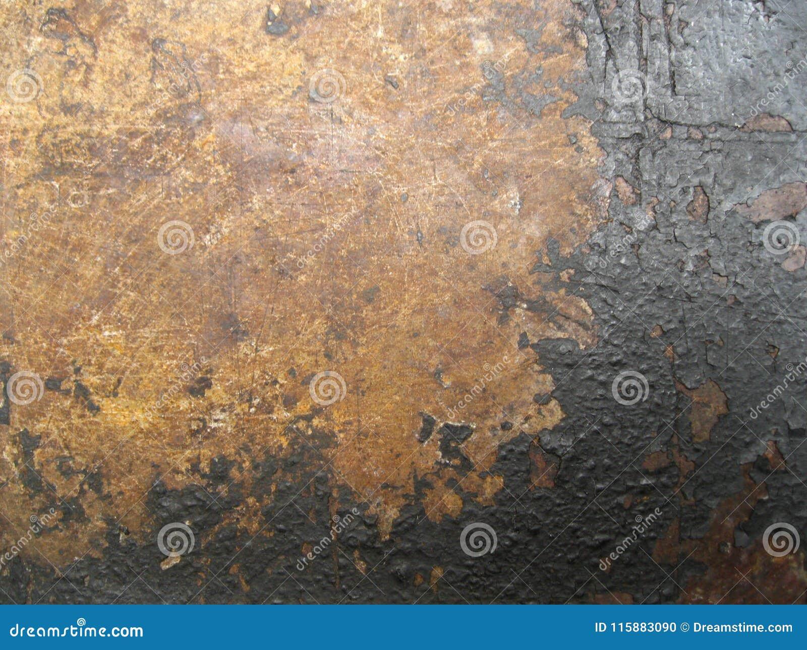 A textura da superfície de metal velha coberta com a corrosão e o revestimento preto