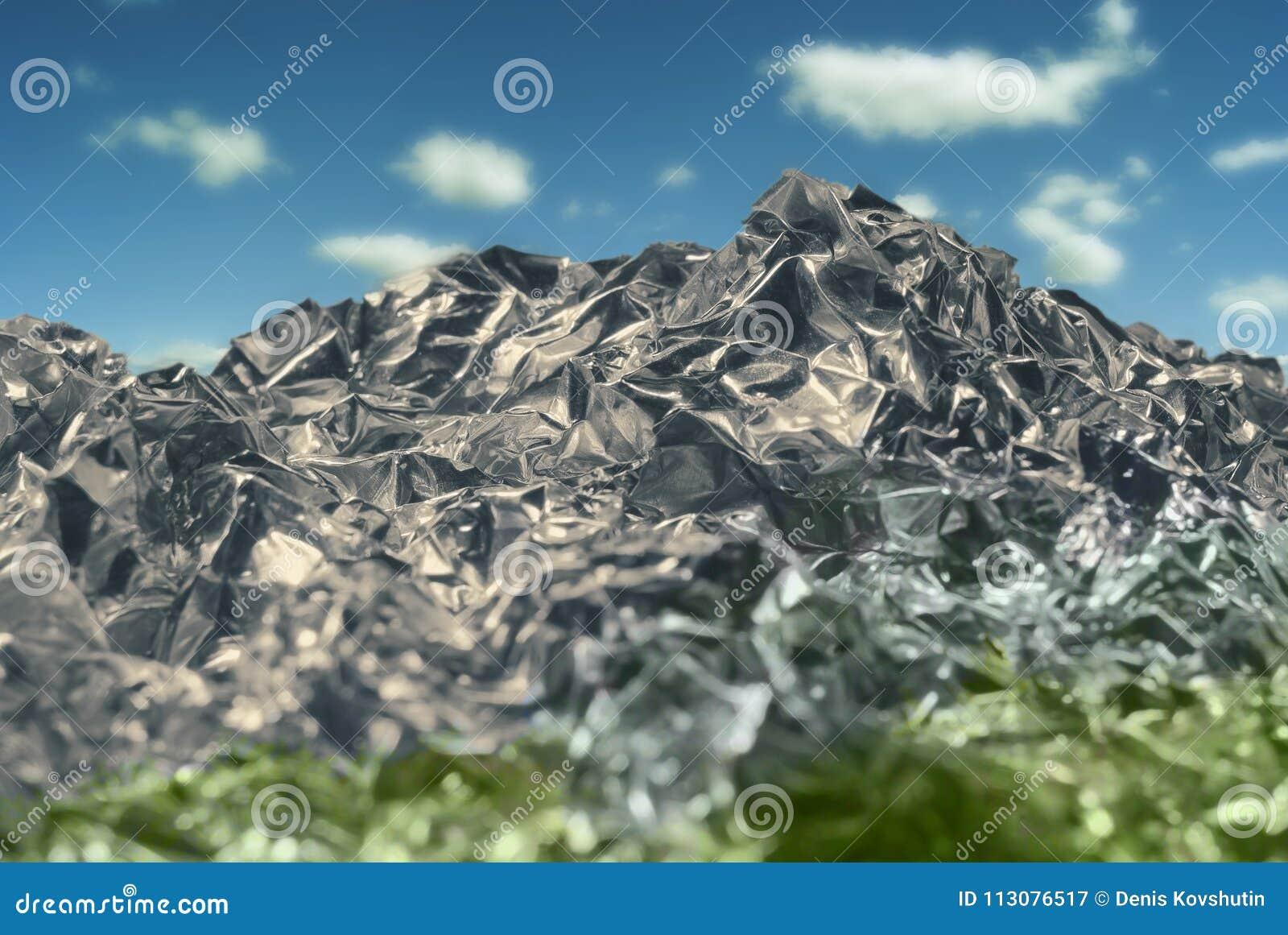 Textura de la hoja de metal gris plateada arrugada con un primer de la abolladura bajo la forma de paisaje de la montaña con el c