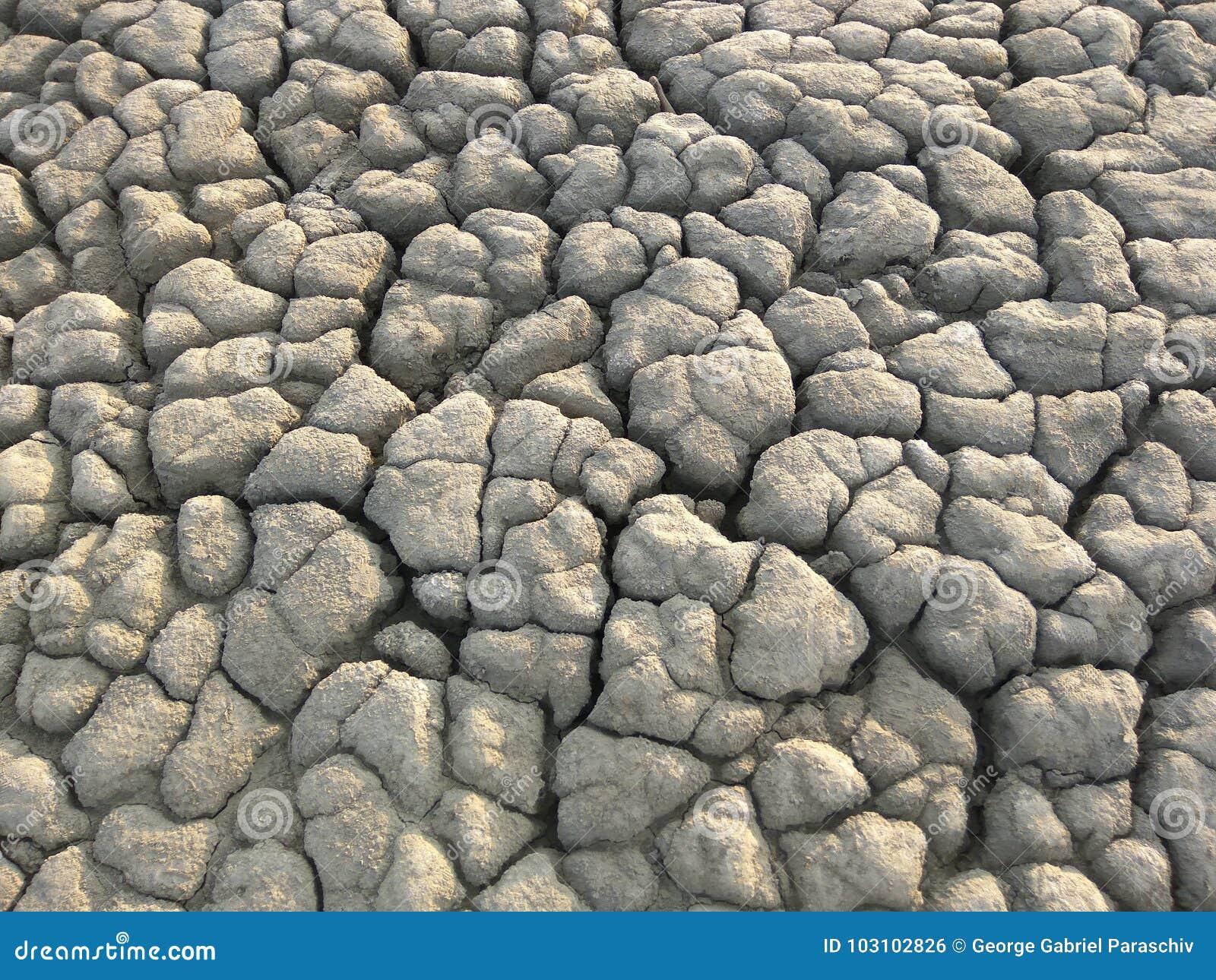 Textura del fango seco cerca del volcán fangoso
