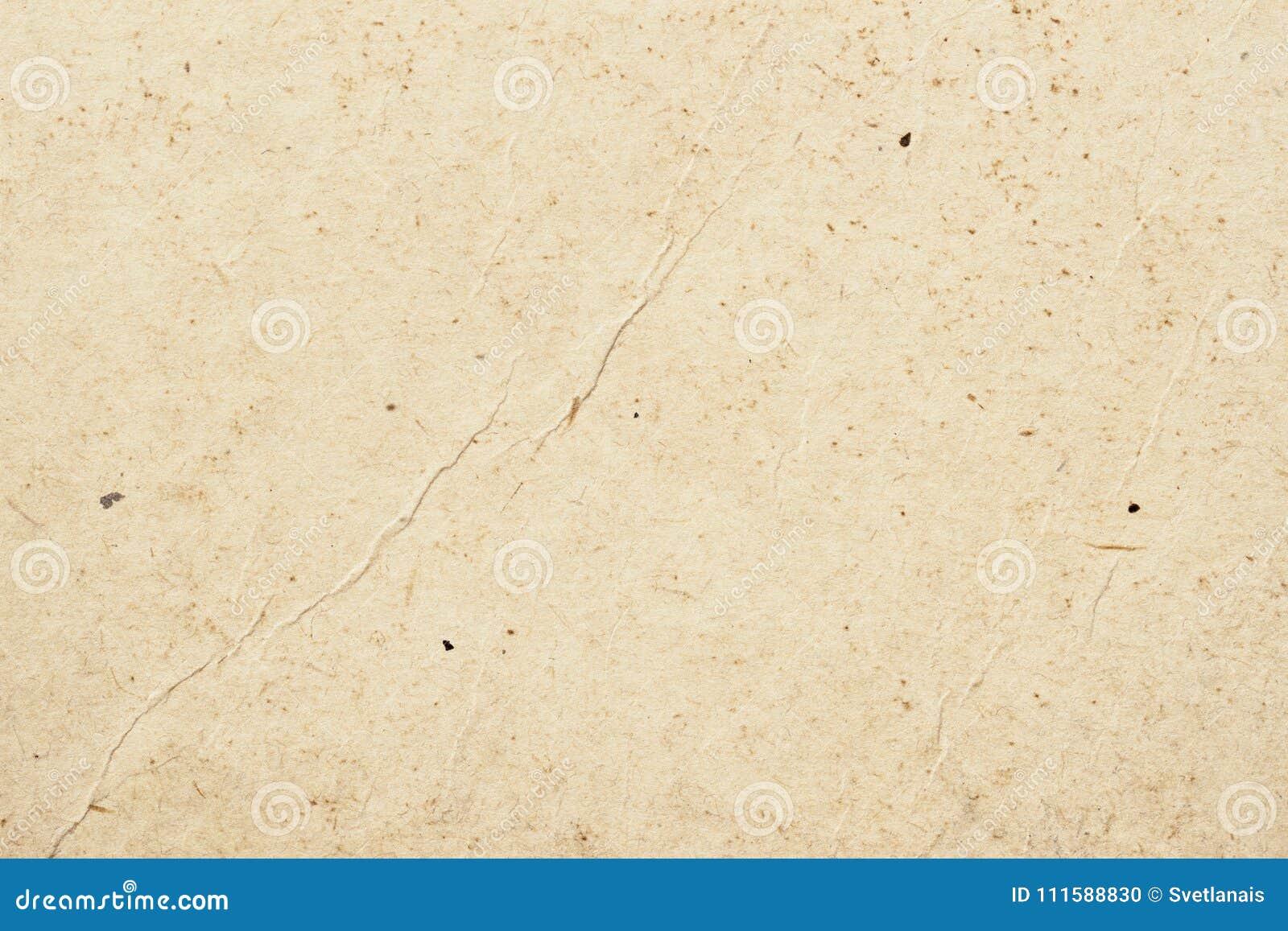 Textura do papel orgânico velho do creme claro com enrugamentos, fundo para o projeto com texto do espaço da cópia ou imagem recy