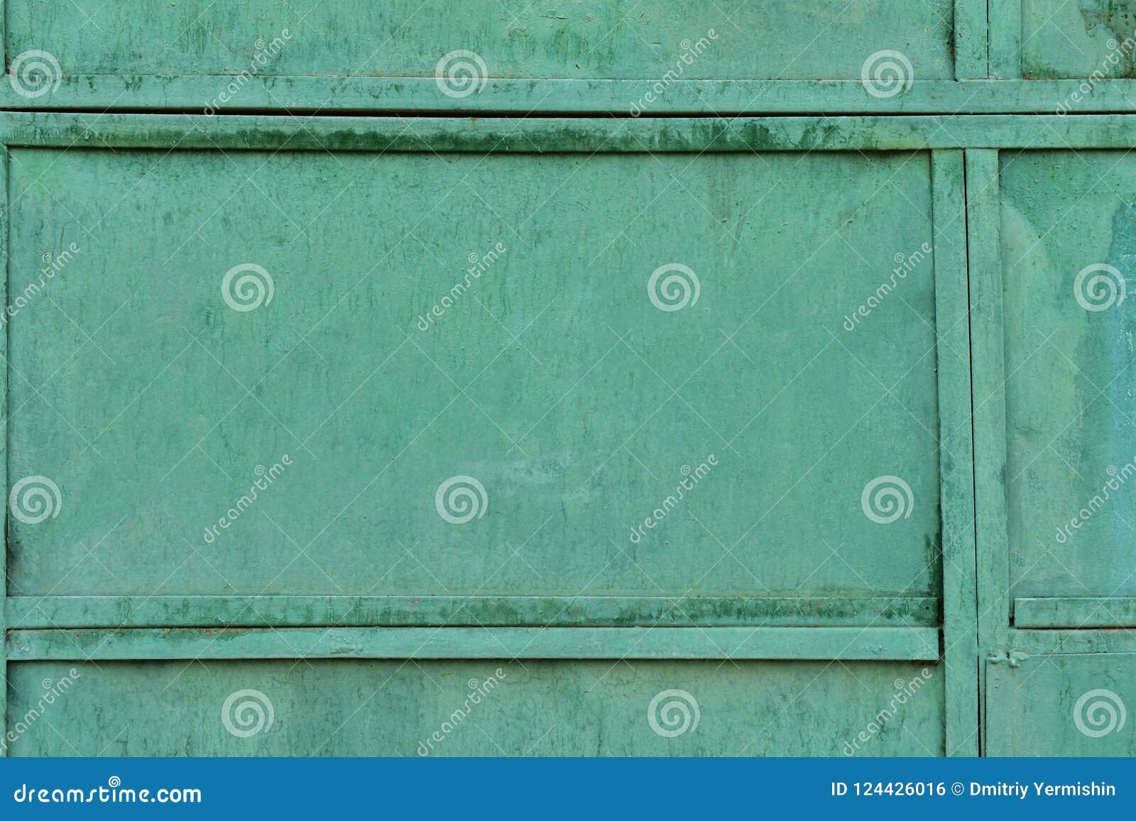 A textura velha do metal revestiu com a pintura verde velha