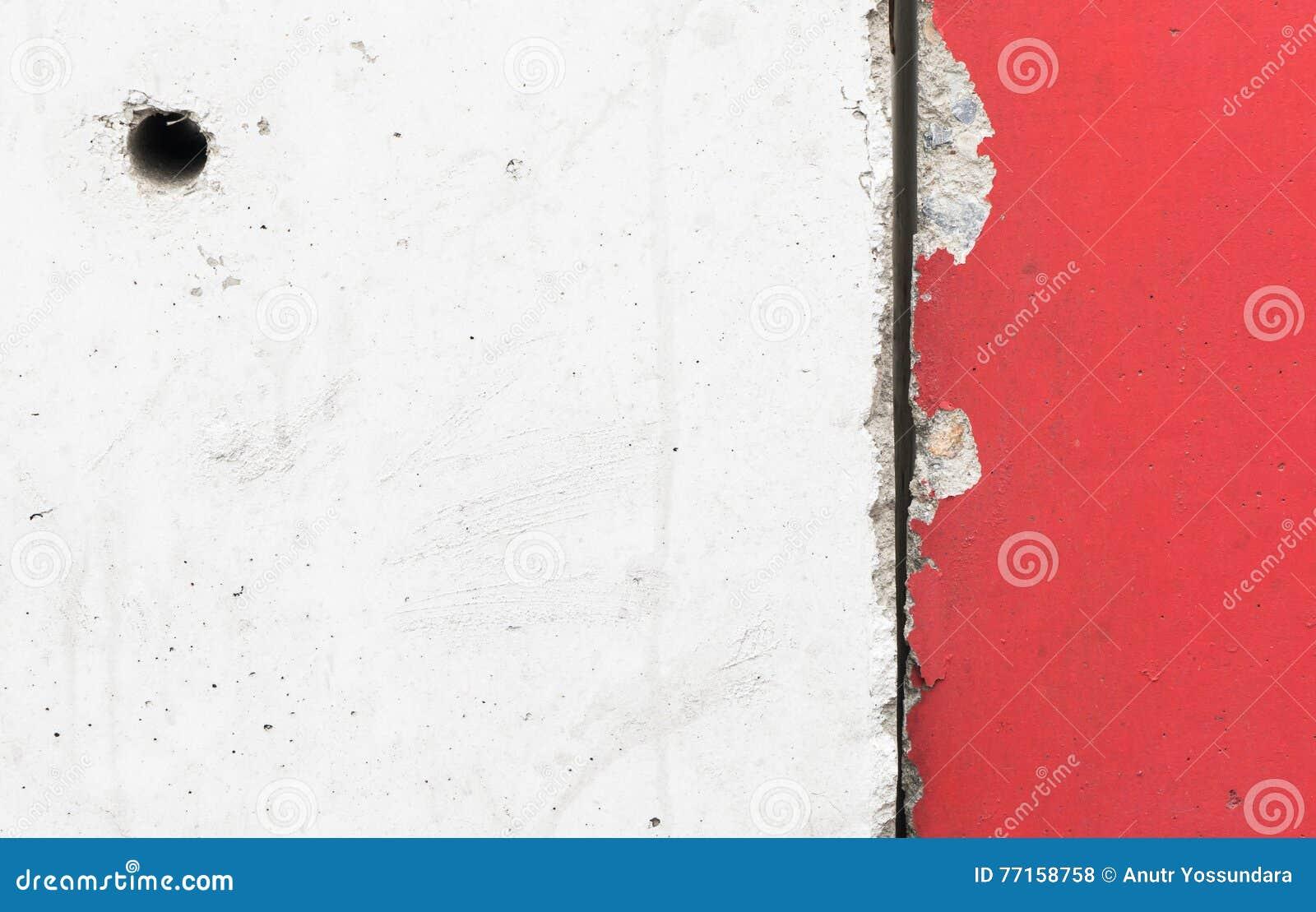Texture épaisse de mur de ciment dans le blanc rouge