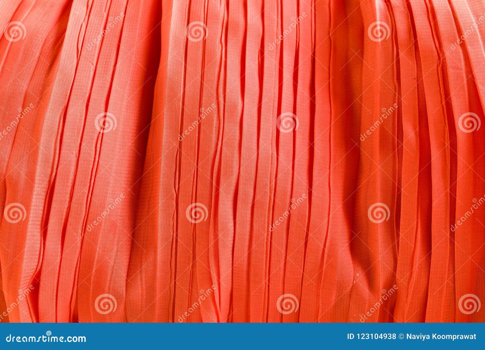 Texture de tissus de tissu plissée par rouge pour le fond