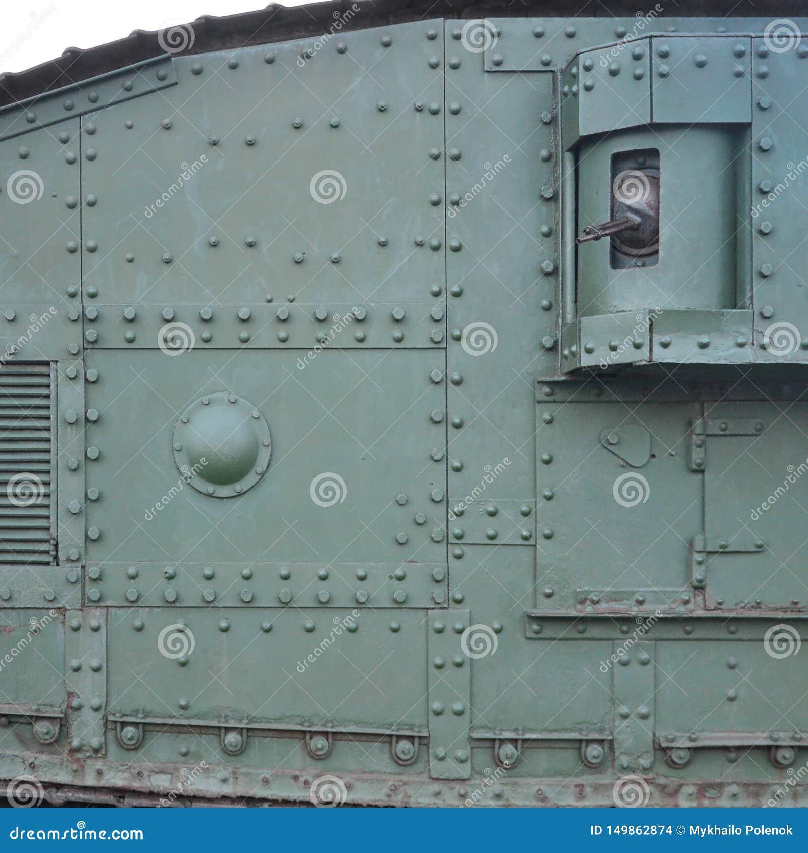 Textuur van tankzijgevel, die van metaal wordt gemaakt en die met een massa bouten en klinknagels wordt versterkt