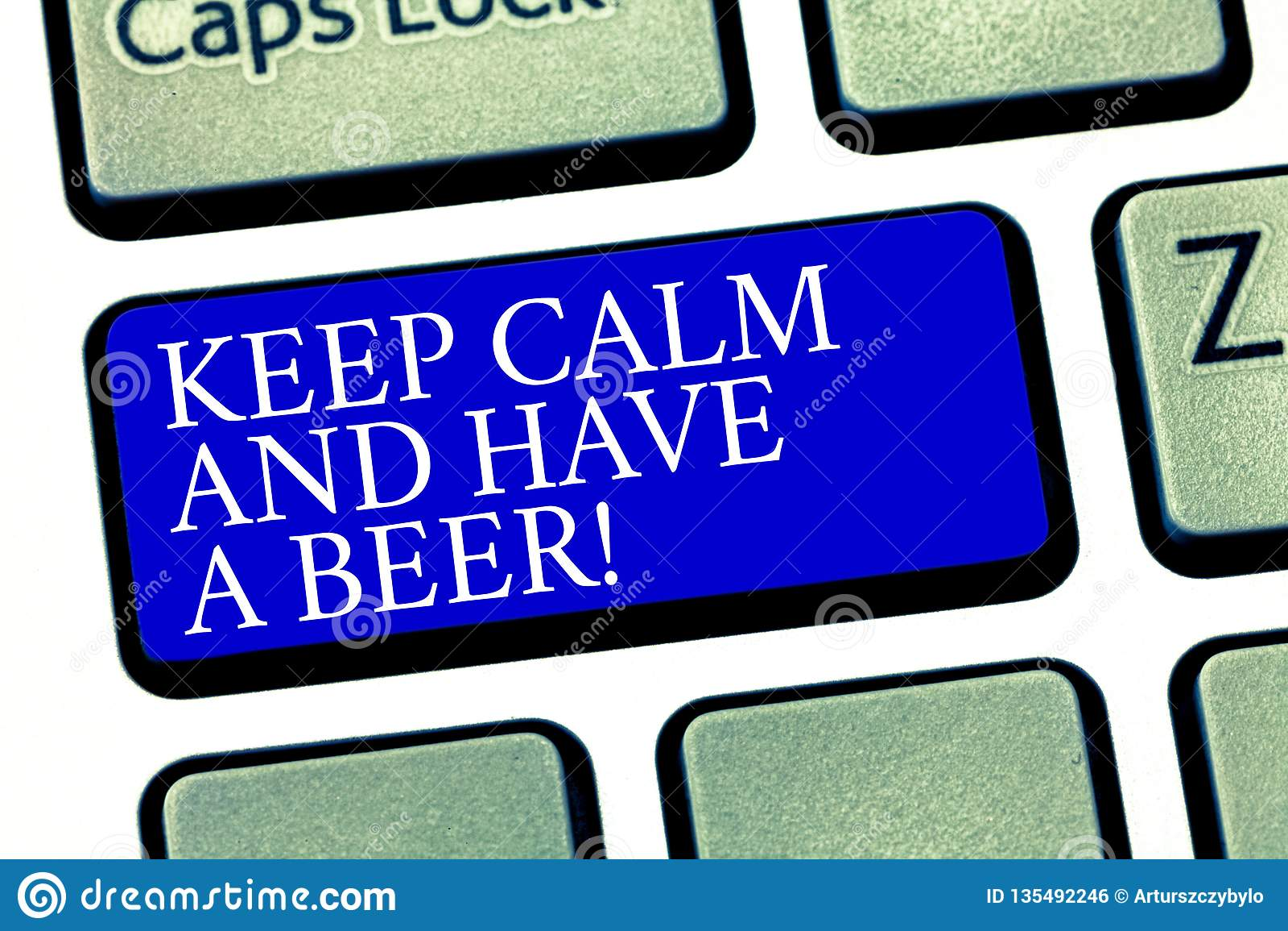 Textzeichenvertretung halten Ruhe und haben ein Bier Begriffsfoto Relax genießen ein kaltes Getränk mit Freunde Freizeit-Tastatur