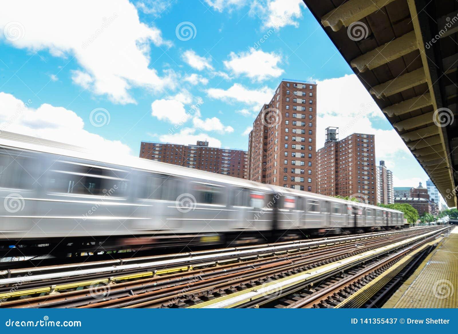 125th街道的纽约地铁