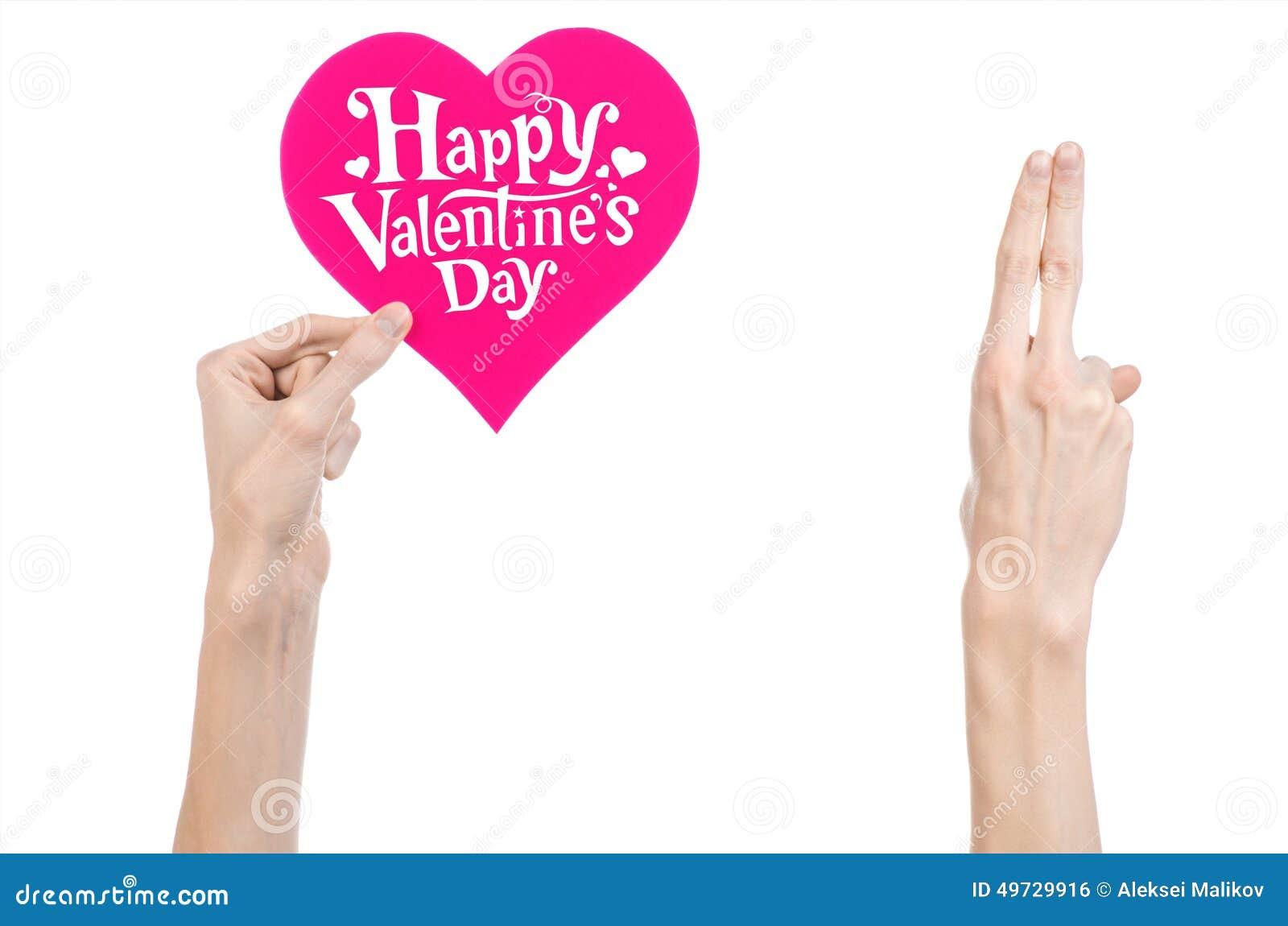 Thème de Saint-Valentin et d amour : la main tient une carte de voeux sous forme de coeur rose avec la Saint-Valentin heureuse de
