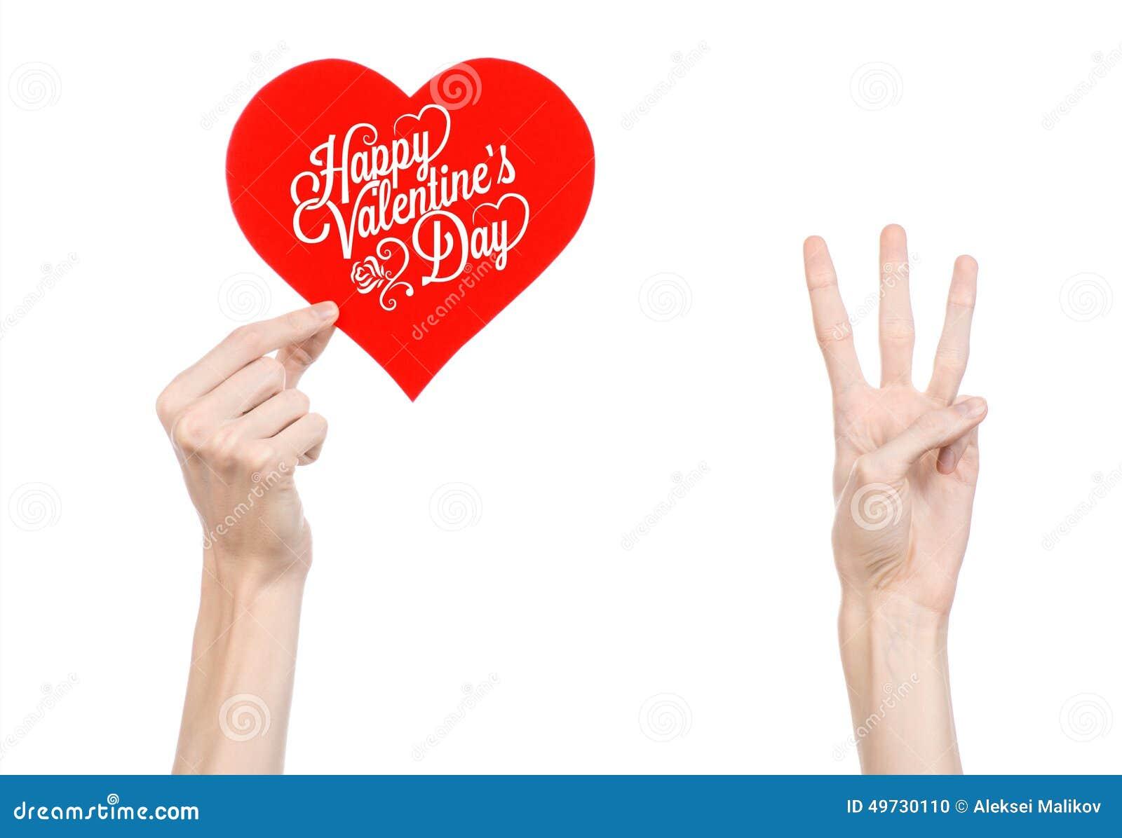 Thème de Saint-Valentin et d amour : la main tient une carte de voeux sous forme de coeur rouge avec la Saint-Valentin heureuse d