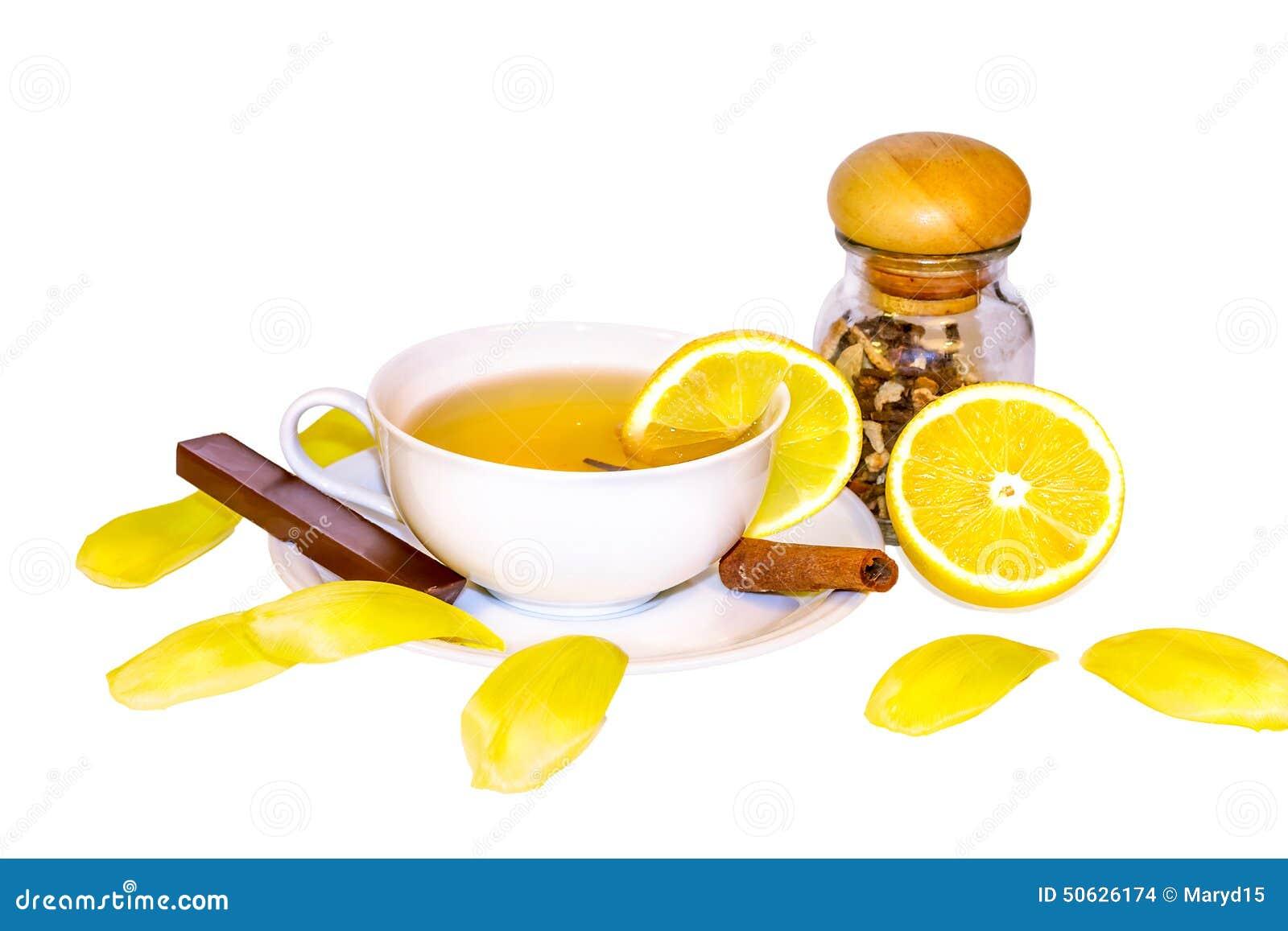 Thé, citron, cannelle en tant que remèdes naturels pour le froid