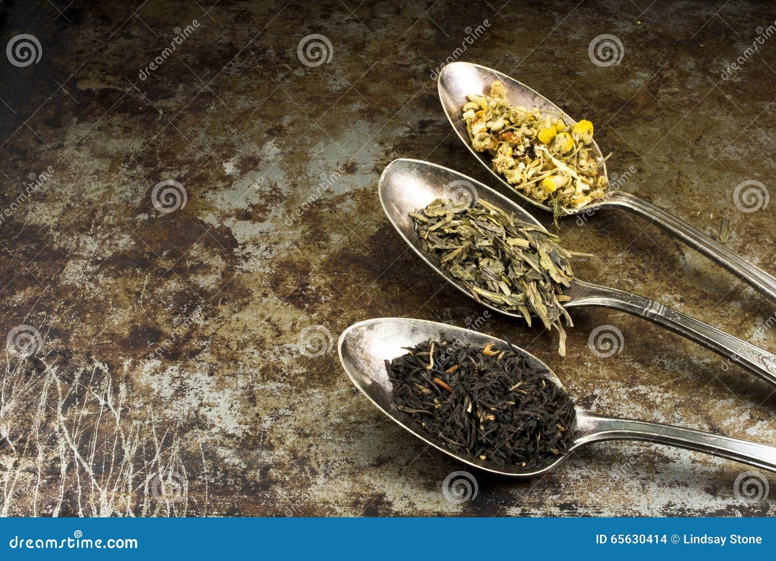 Thé de feuilles mobiles avec l espace de copie