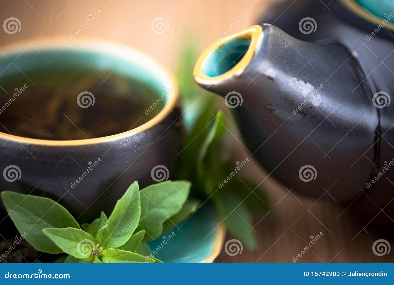 Thé et bac chauds de thé