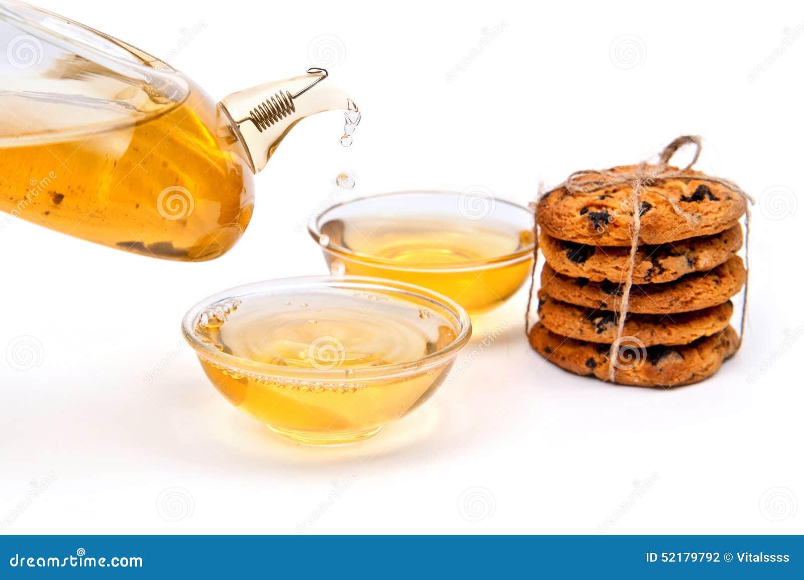 Thé vert avec des biscuits