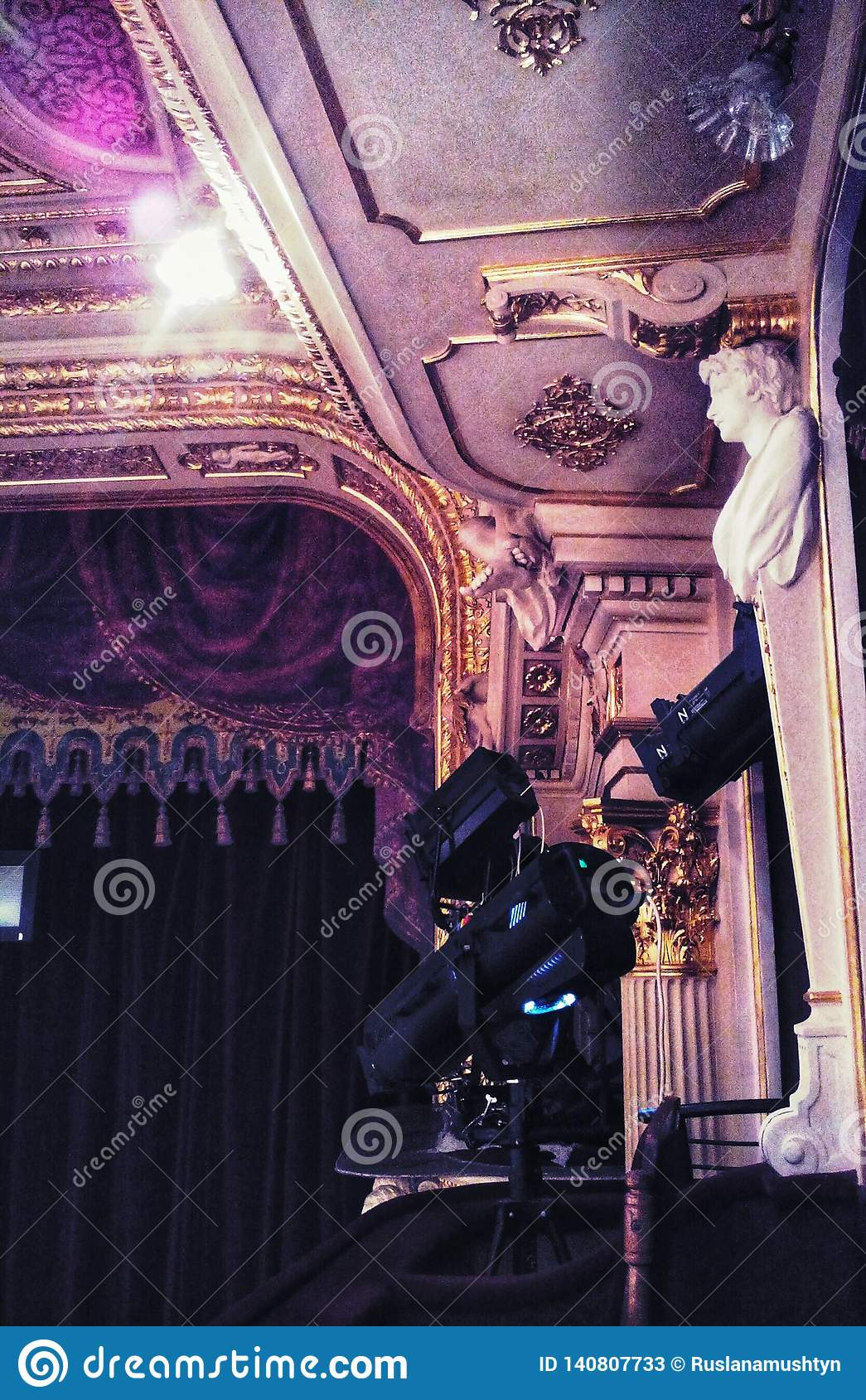 Théatre de l opéra de Lviv parterre Vue de côté moulage