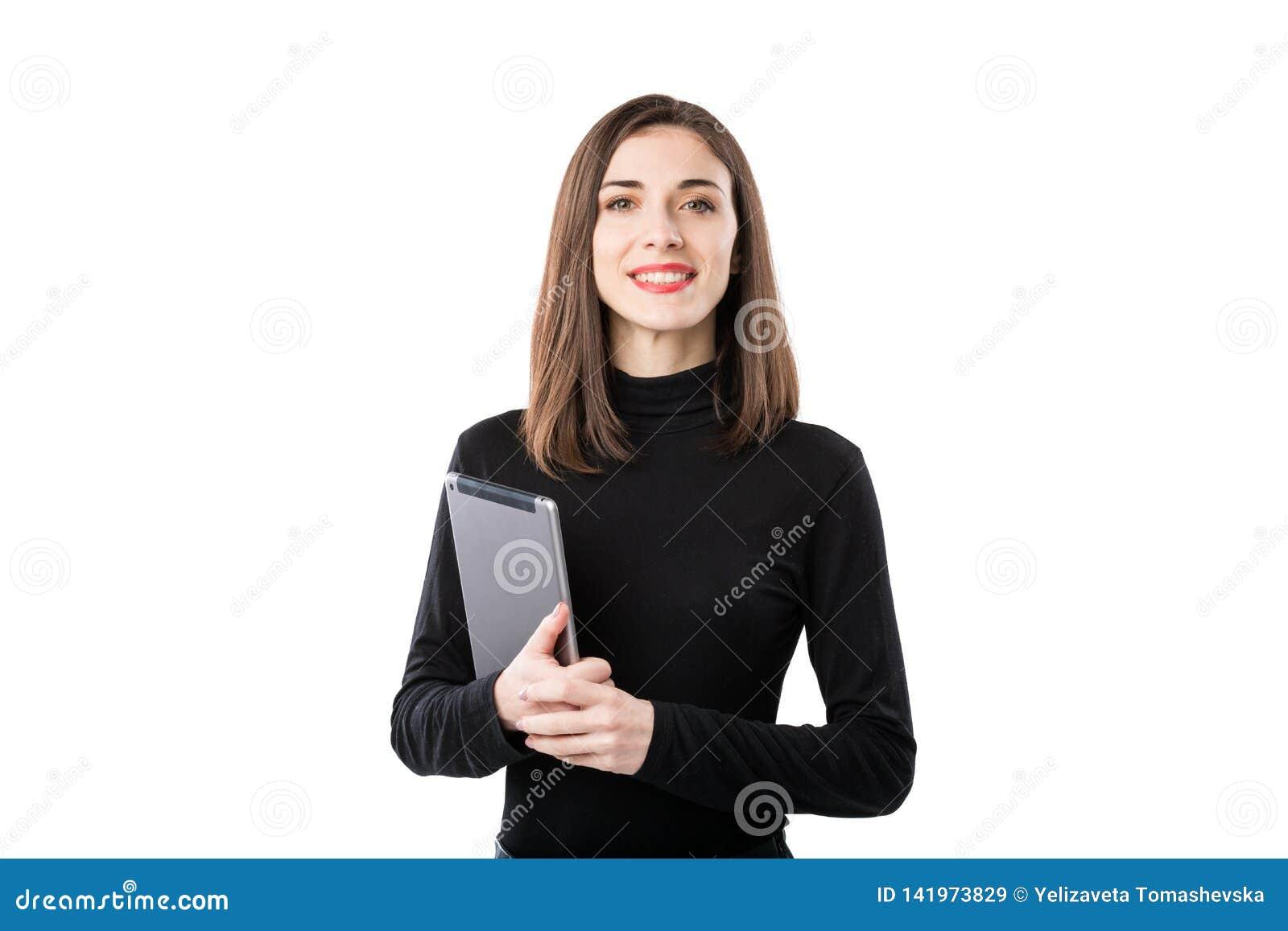 Th?me de technologie d affaires de femme Belle jeune femme caucasienne dans la chemise noire posant la position avec des mains de