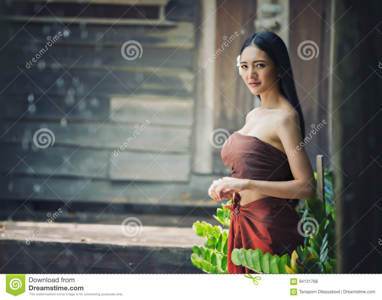 https://thumbs.dreamstime.com/z/thai-beautiful-woman-wearing-typical-tradition-countryside-thailand-94131766.jpg