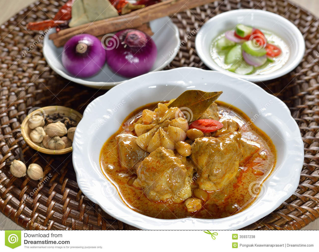 Thai food chicken mussaman curry royalty free stock photos for 8 spices thai cuisine