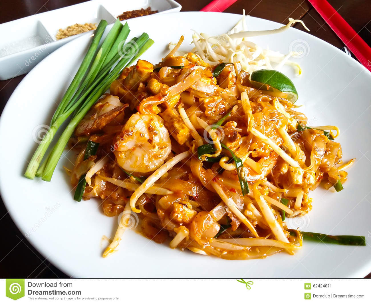 Thai food, stir-fried rice noodles