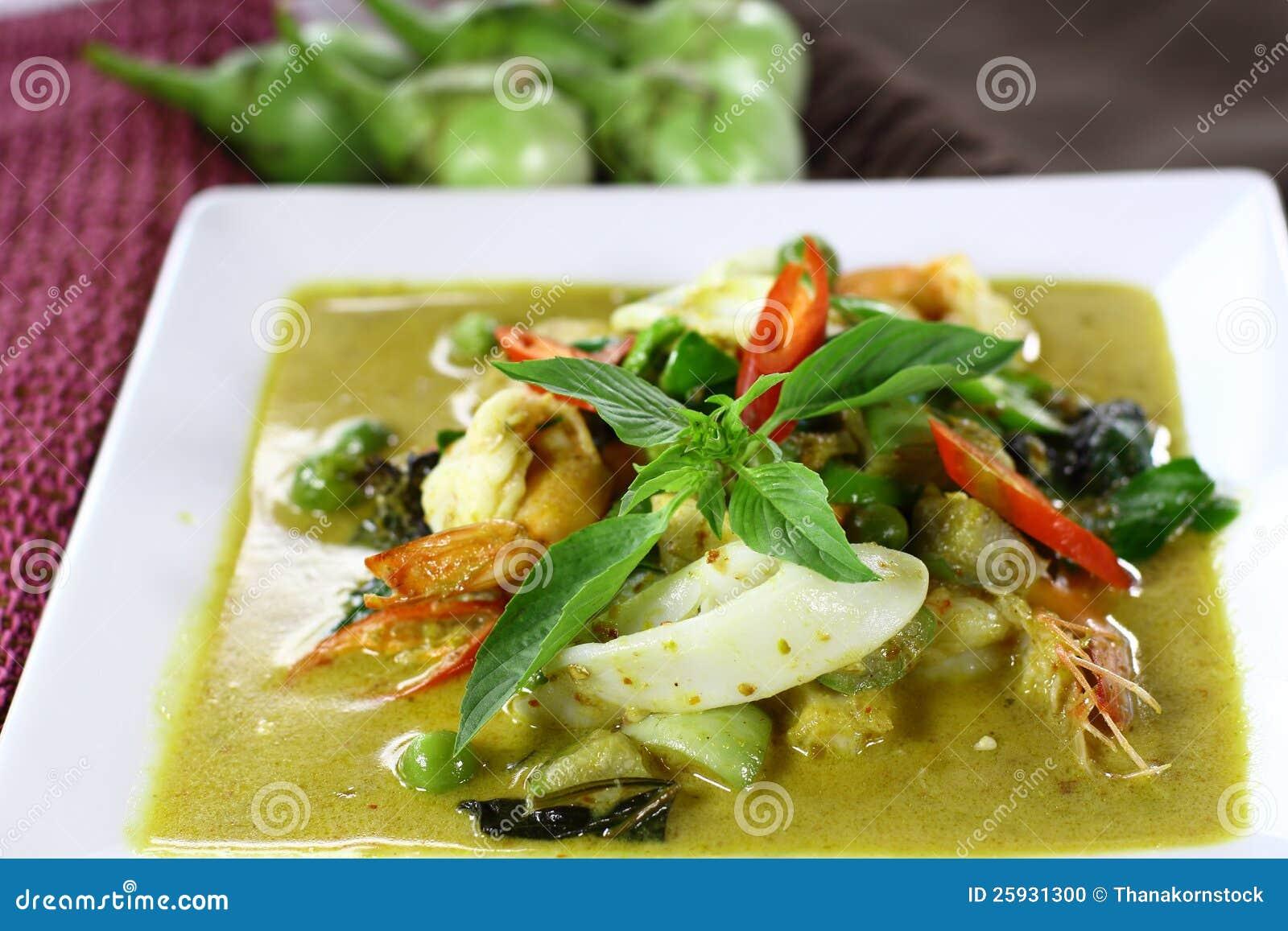 thai-green-curry-shrimp-squid-25931300.jpg