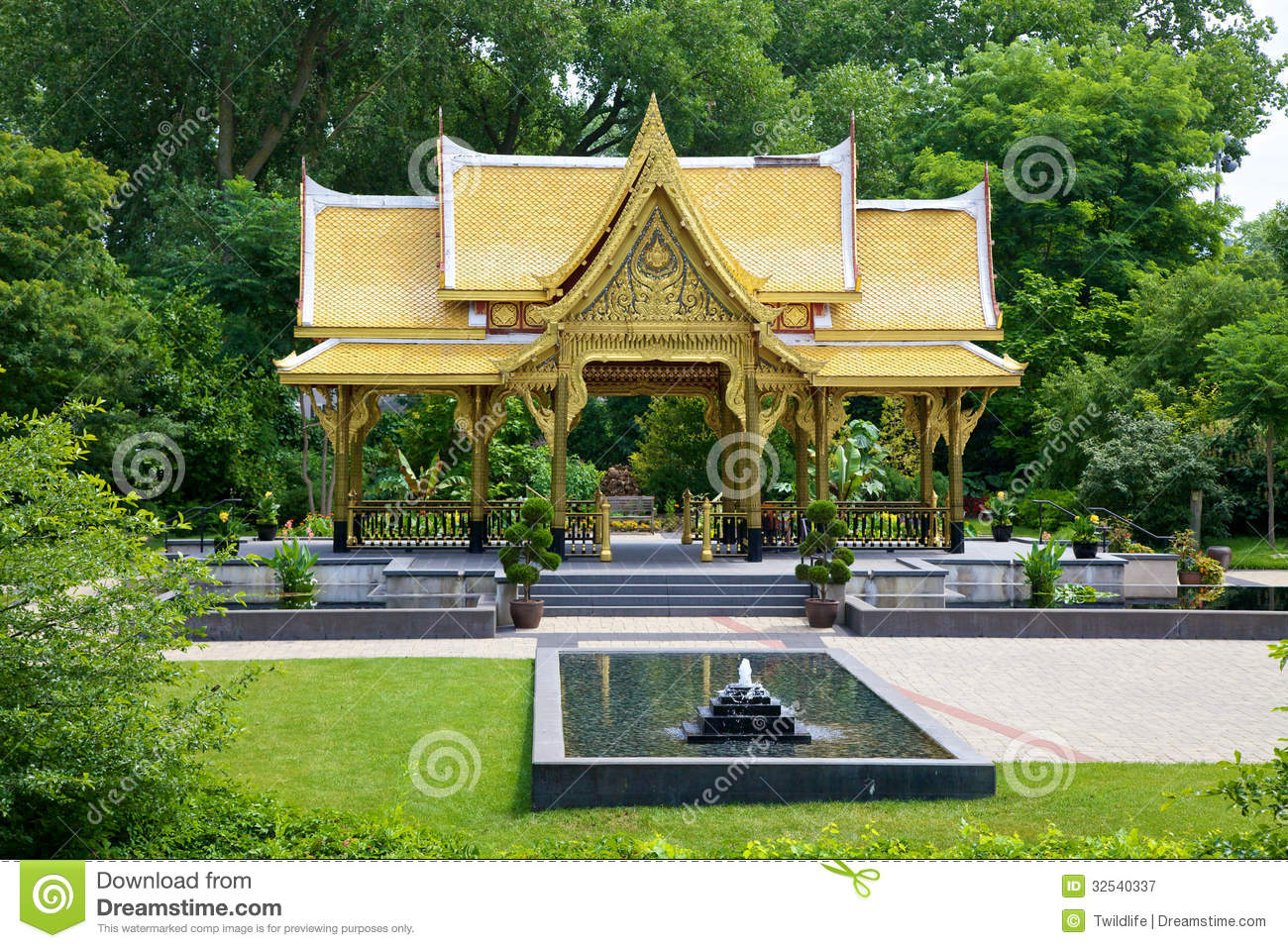 Fall Comes To Garden Of Thai Pavilion >> Thai Pavilion Sala Gardens Stock Image Image Of Building