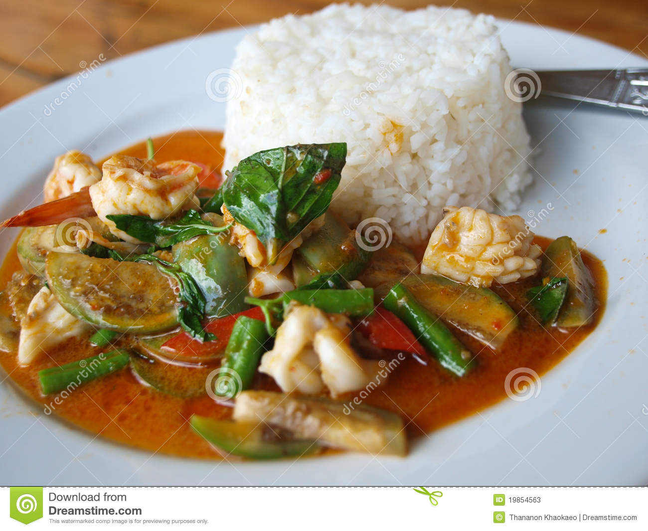 Thai seafood curry with Shrimp,squid,eggplant string bean.