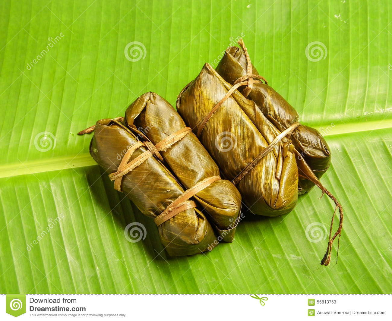 thai sticky rice wrapped in banana leaf thai local. Black Bedroom Furniture Sets. Home Design Ideas