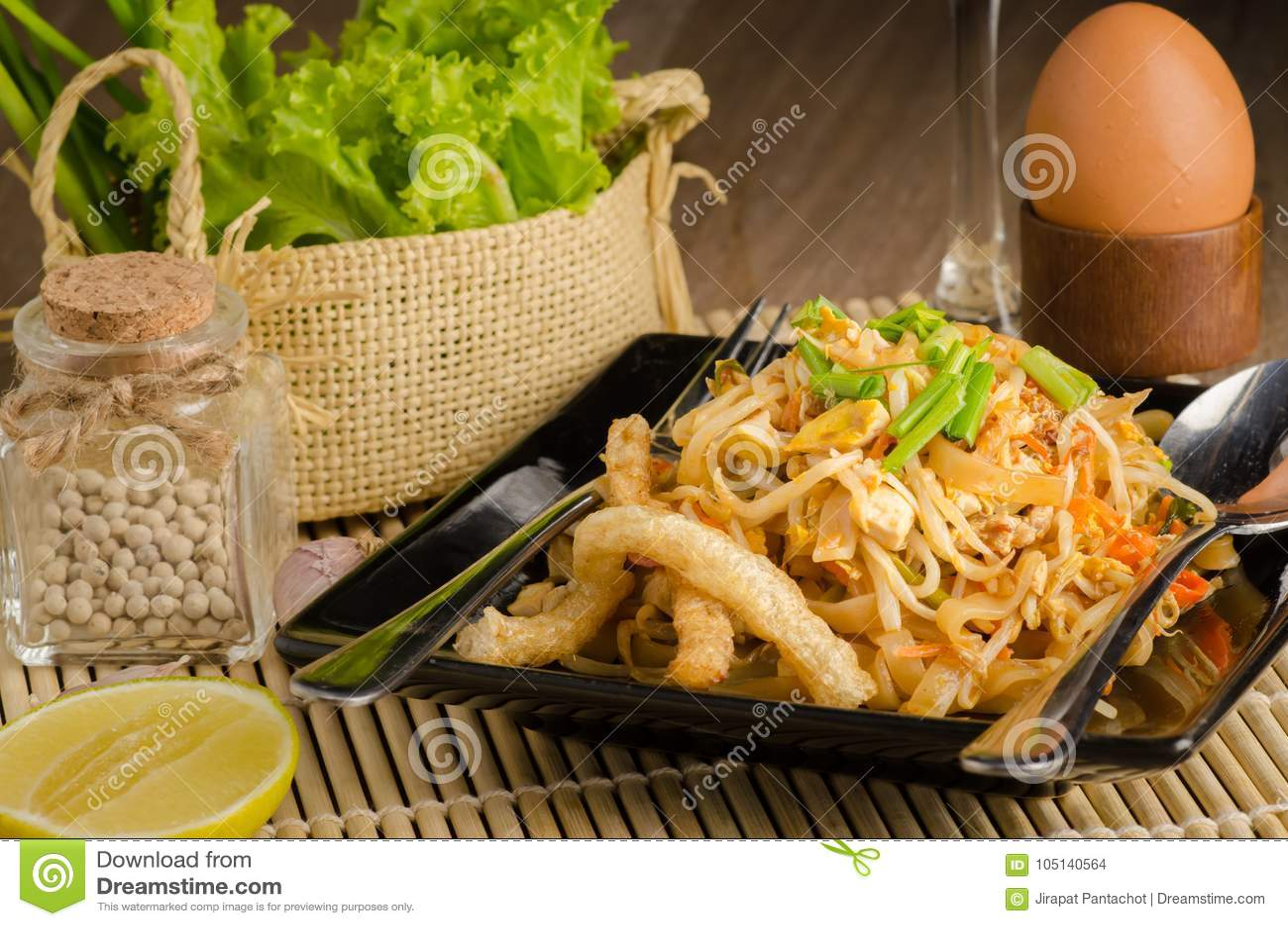 Thai stir-fried rice noodles & x28;Pad Thai& x29;