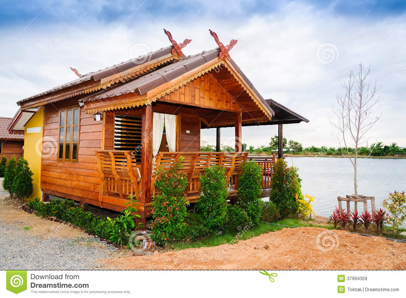 Thai style house royalty free stock images image 37994359 for Small house design thailand