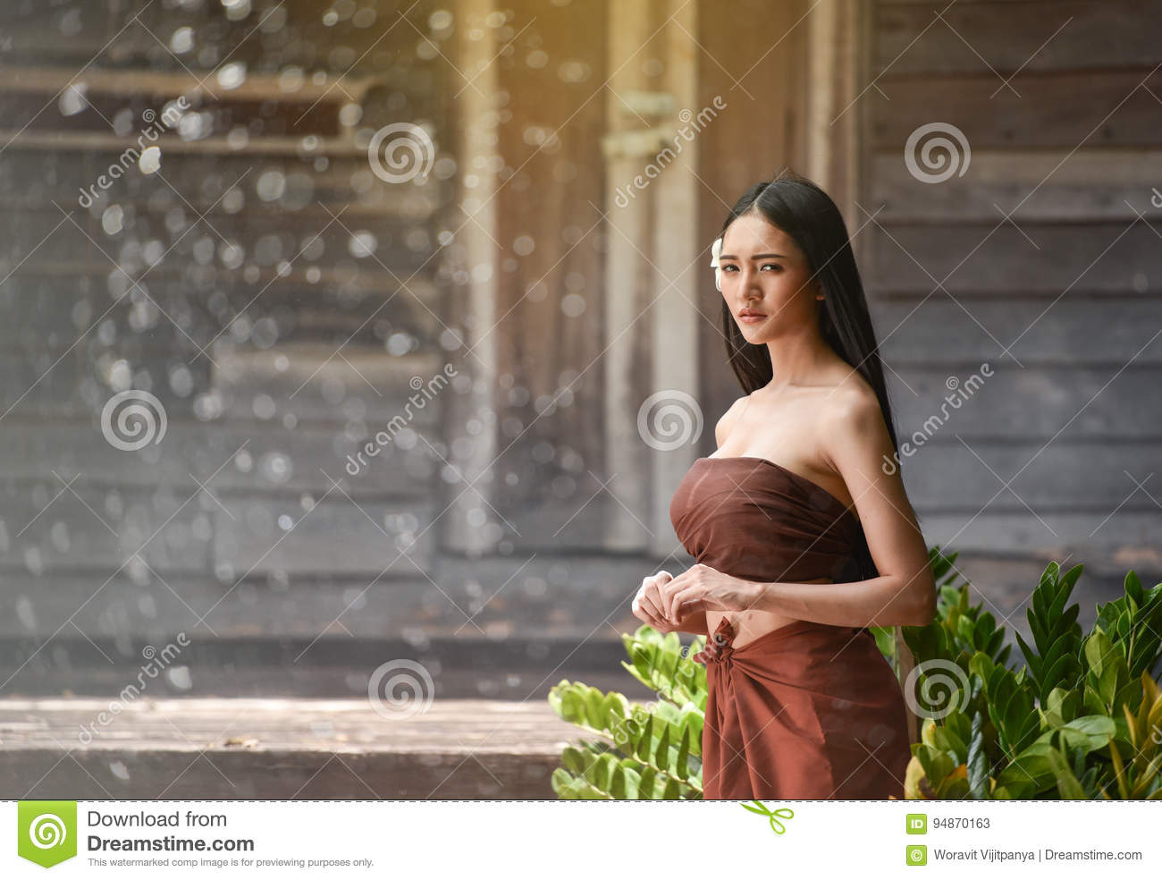 https://thumbs.dreamstime.com/z/thai-women-dress-style-thai-beautiful-woman-traditional-historical-period-wooden-house-94870163.jpg