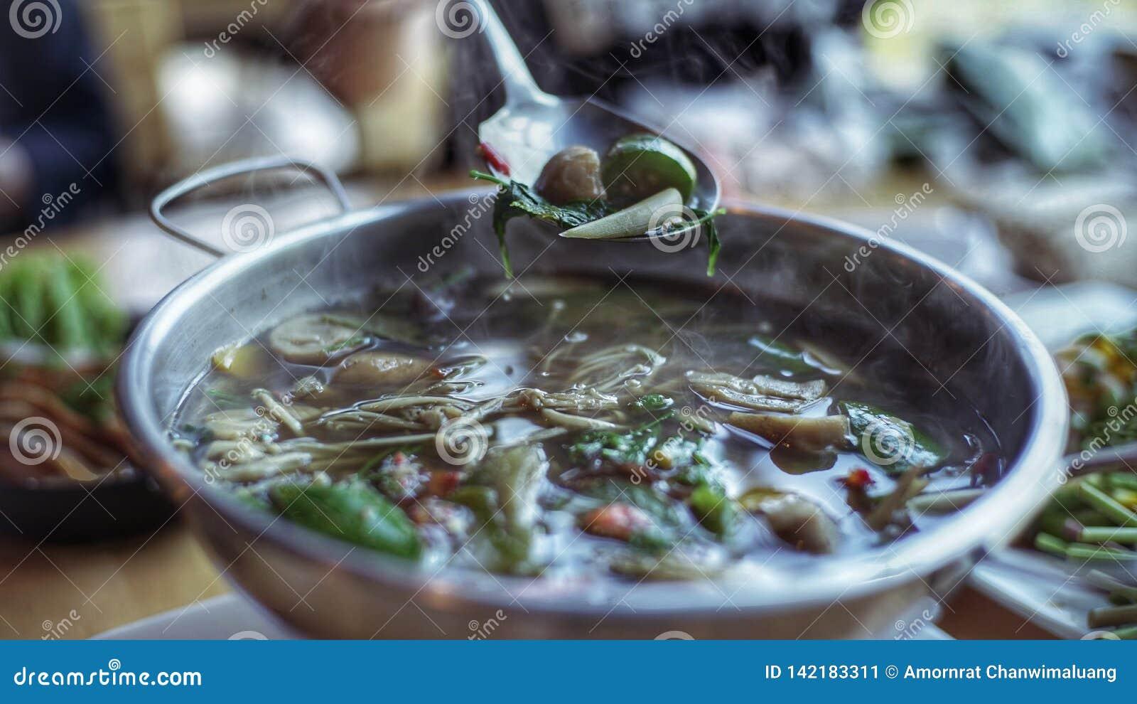 Thailändsk soppa 'för Kang leang '