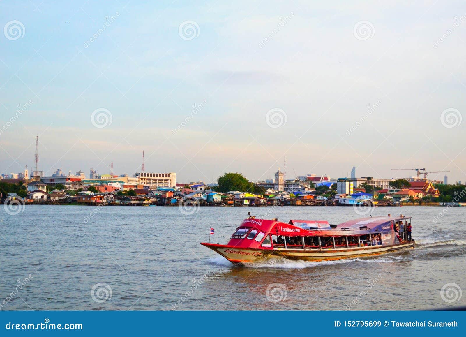 Thailändischer Fluss und großer Hintergrund