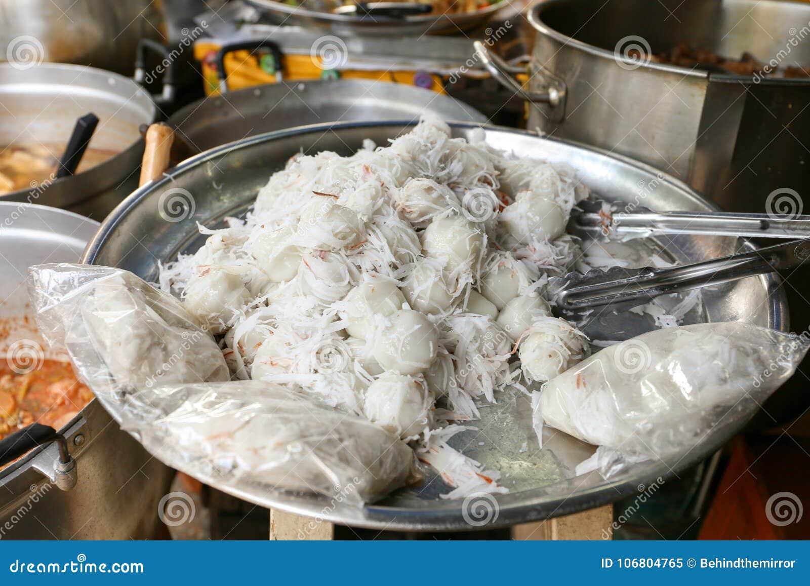 Download Thailändischer Süßer Kokosnussmehlkloß, Khanom Tom Für Verkauf An Sutthisan-Markt, Bangkok, Thailand Stockbild - Bild von mehl, siamesisch: 106804765