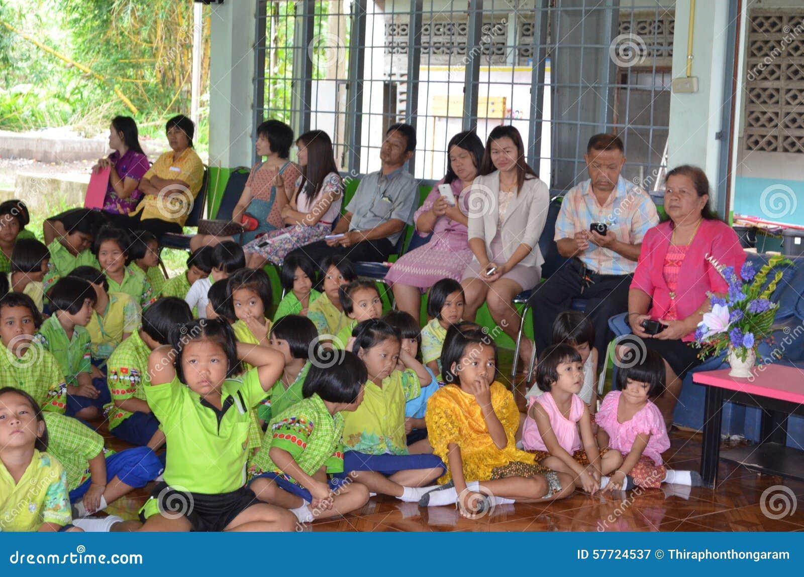 Thailändischer Student im Klassenzimmer