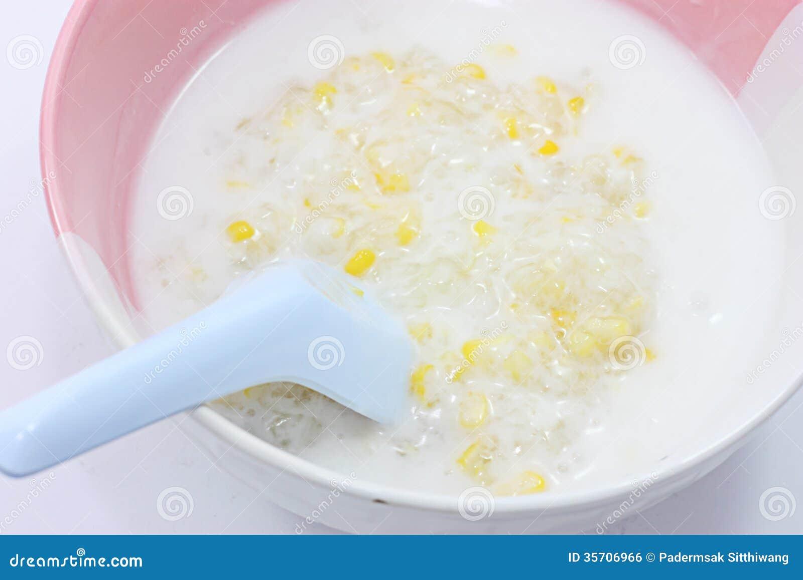 Thailändsk desserst med kokosnöten mjölkar