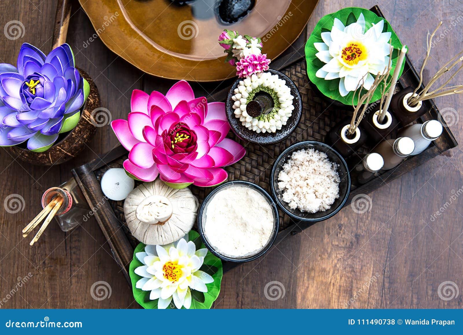 Thailändsk Spa behandling och massage med lotusblommablomman Thailand