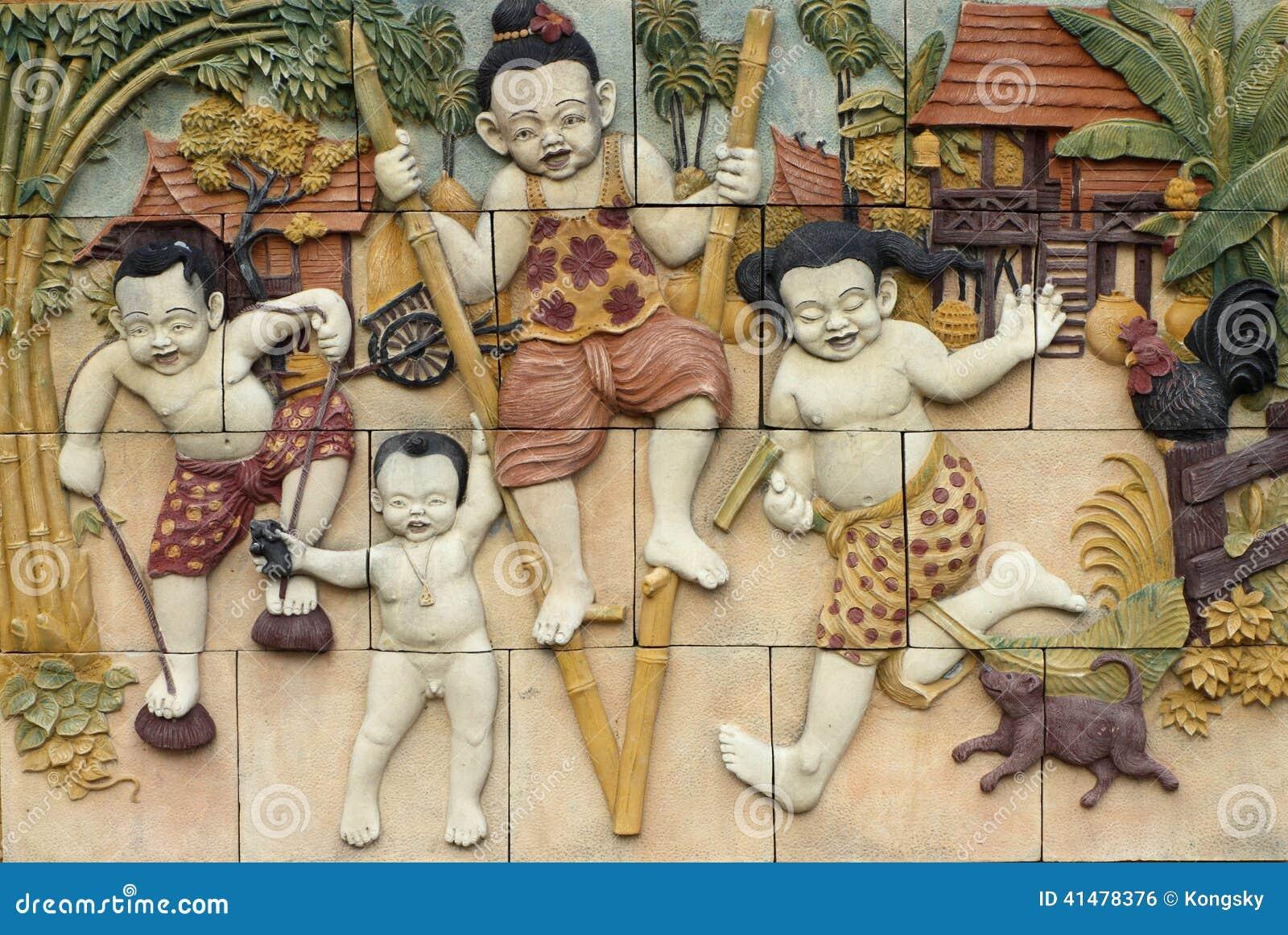 Thailändsk stil handcraft lekar av Thailand kultur på väggen