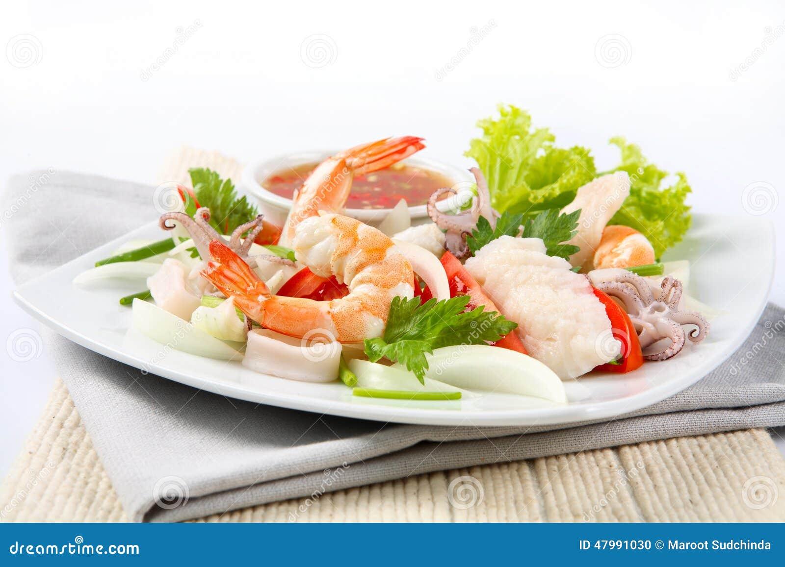 Thailändskt kryddigt med skaldjur på plattan