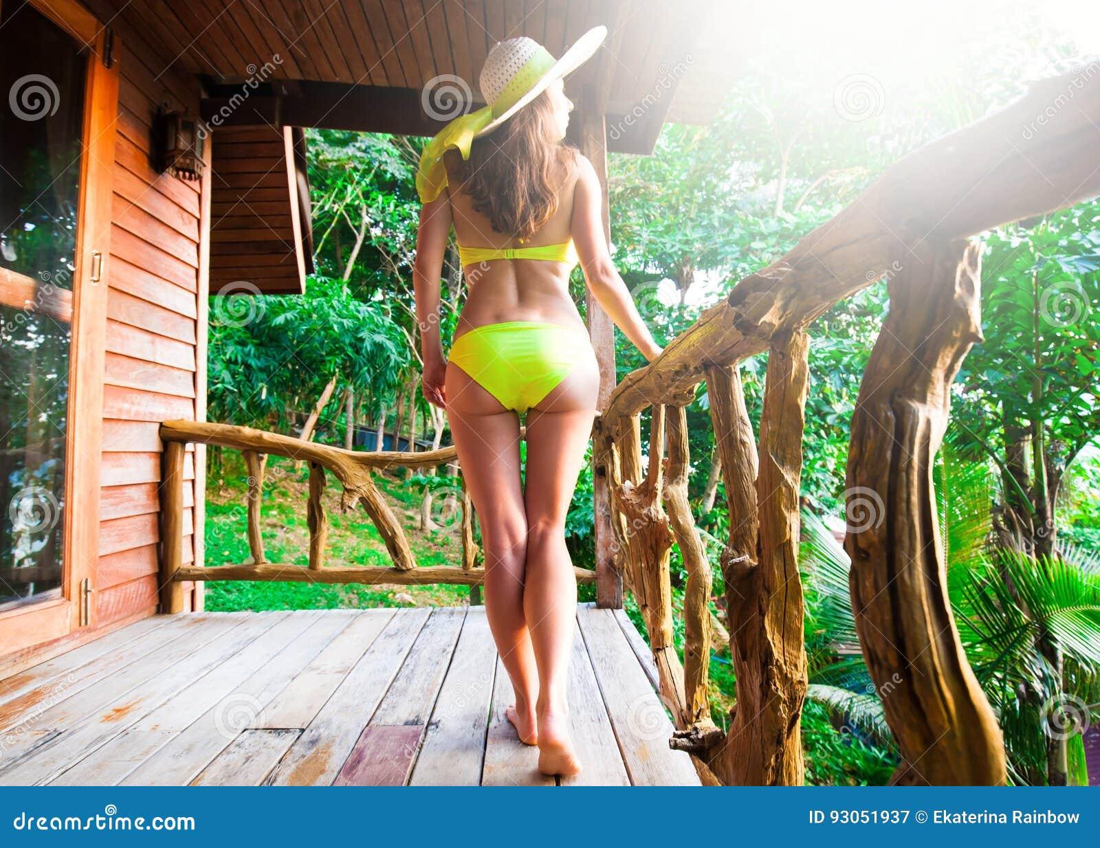 Jardin Image De Arrière Phi Femme Thailand Stock Bikini q8TUanTS