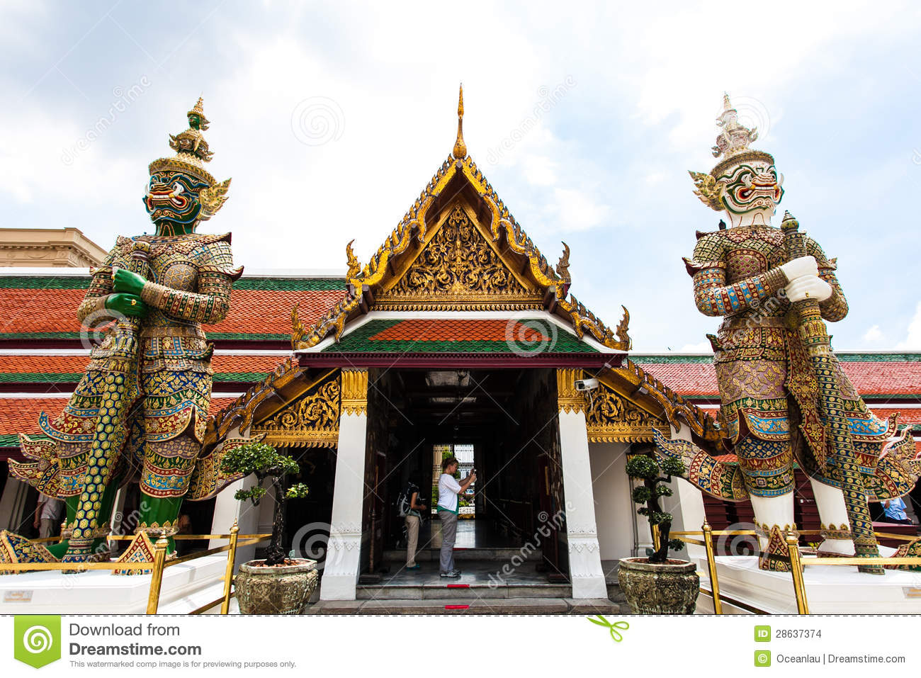 how to go grand palace