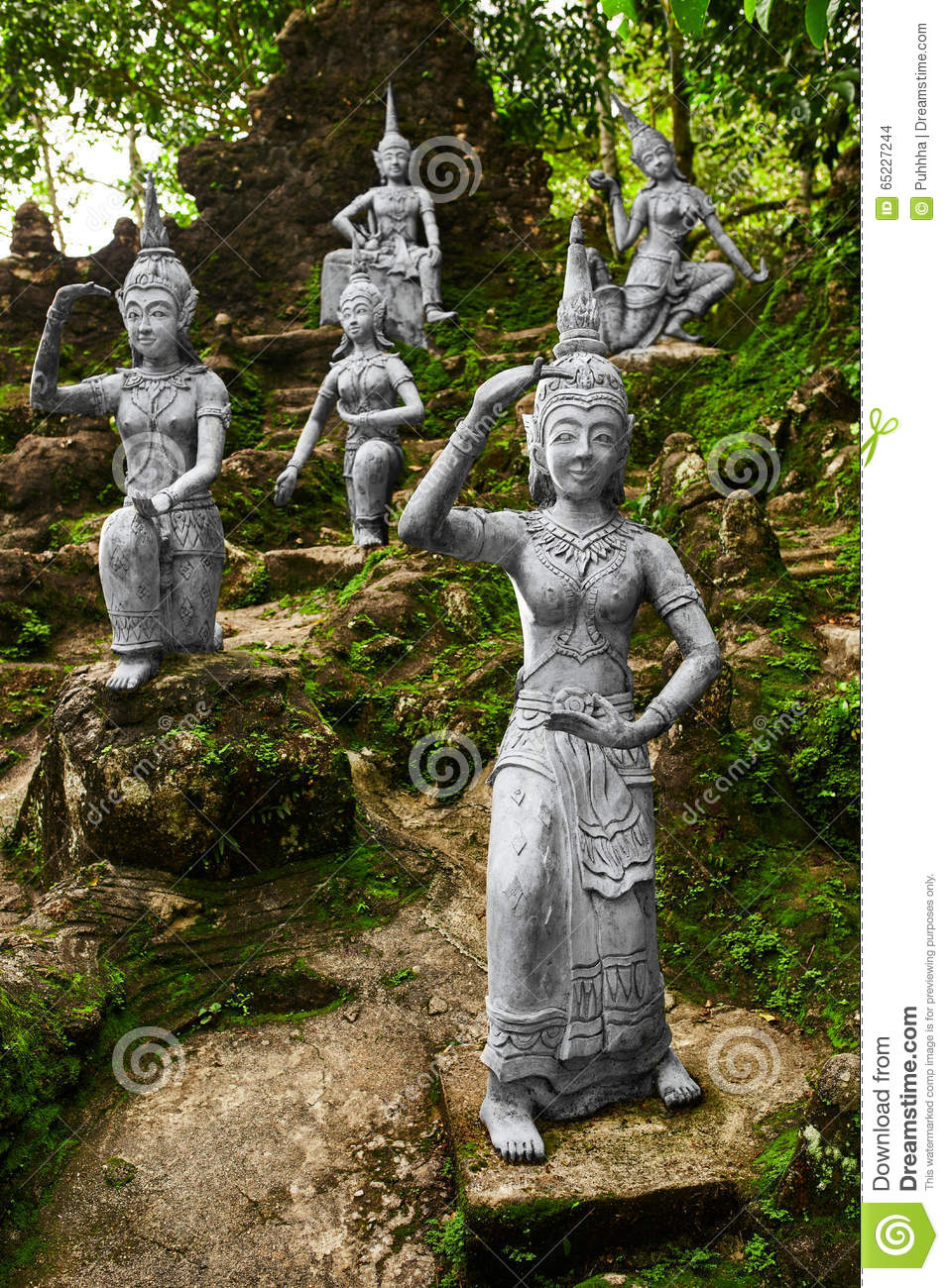 thailand statuen in geheimem buddha garten in koh samui. Black Bedroom Furniture Sets. Home Design Ideas
